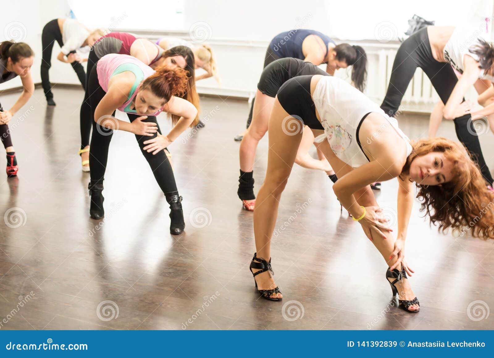 Kiev. Ukraine. 06.20.2018.girls stretch his legs in the splits on the dance lessons
