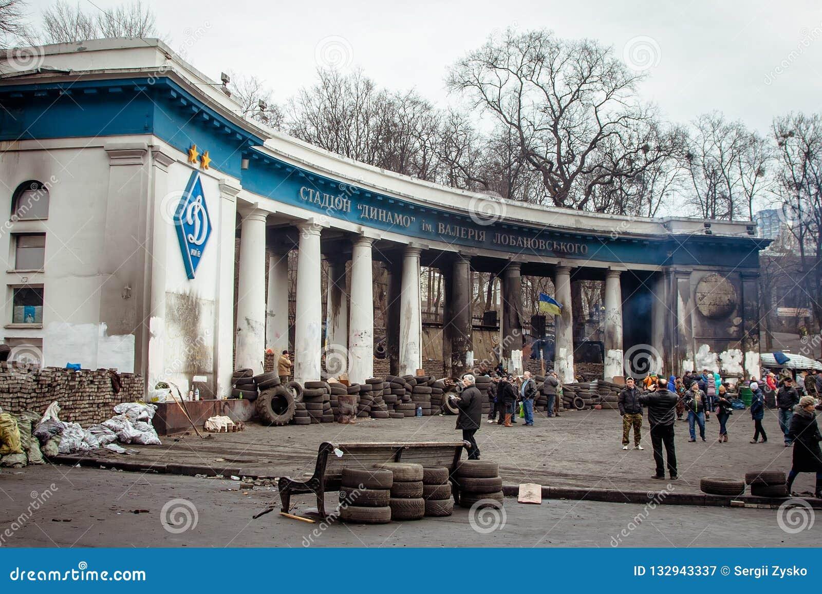 Kiev Ukraine Luty 23, 2014 Palący samochody na ulicach t