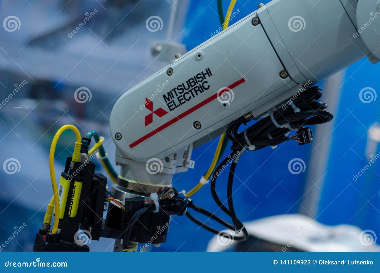 Kiev, Ukraine - 22 novembre 2018 : Bras de robot de Mitsubishi Electric