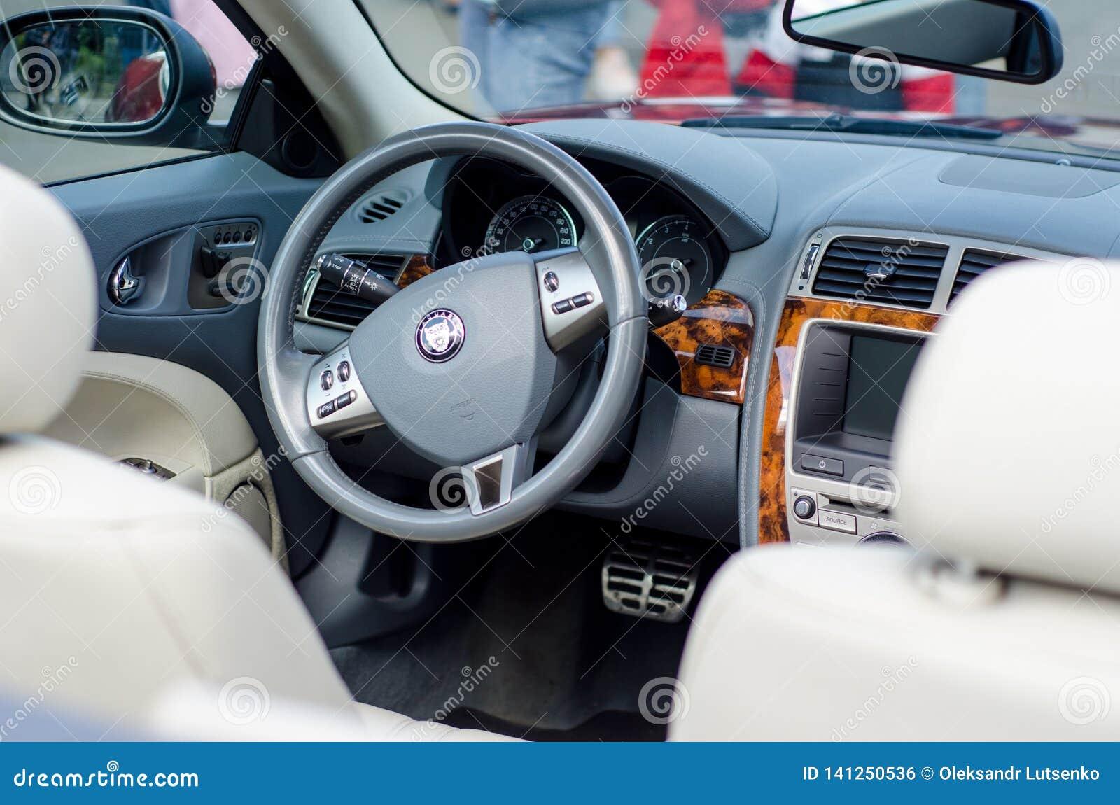 Kiev, Ukraine - 30 septembre 2018 : Intérieur de voiture de Jaguar