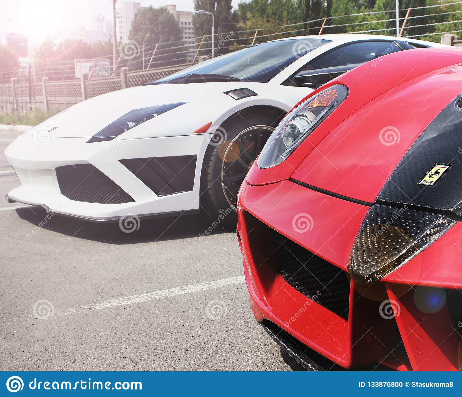 Kiew Ukraine Am 11 April 2016 Ferrari 599 Gtb Fiorano Stallone Mansory U Lamborghini Murcielago Redaktionelles Bild Bild Von Leistung Cayman 133876800