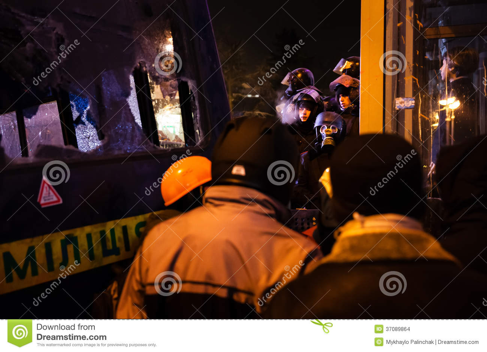Download KIJÓW UKRAINA, Styczeń, - 24, 2014: Mszalni Antyrządowi Protesty Obraz Stock Editorial - Obraz złożonej z wiece, spotkanie: 37089864