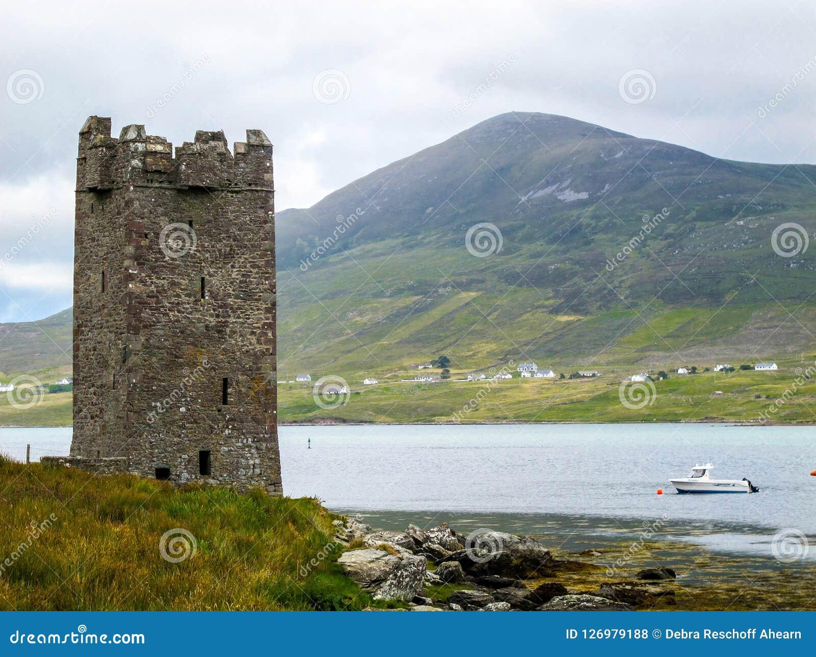 Kildavnet Roszuje, 15 wiek wierza Irlandzki prostokątny dom