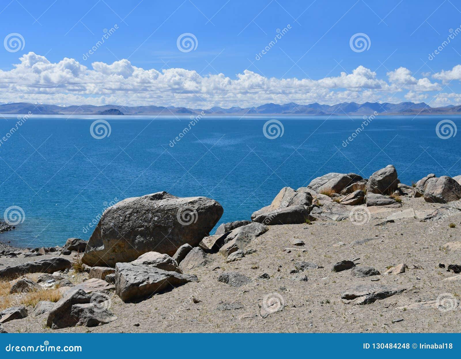 Kina Great Lakes av Tibet Sjö Teri Tashi Namtso i solig sommardag