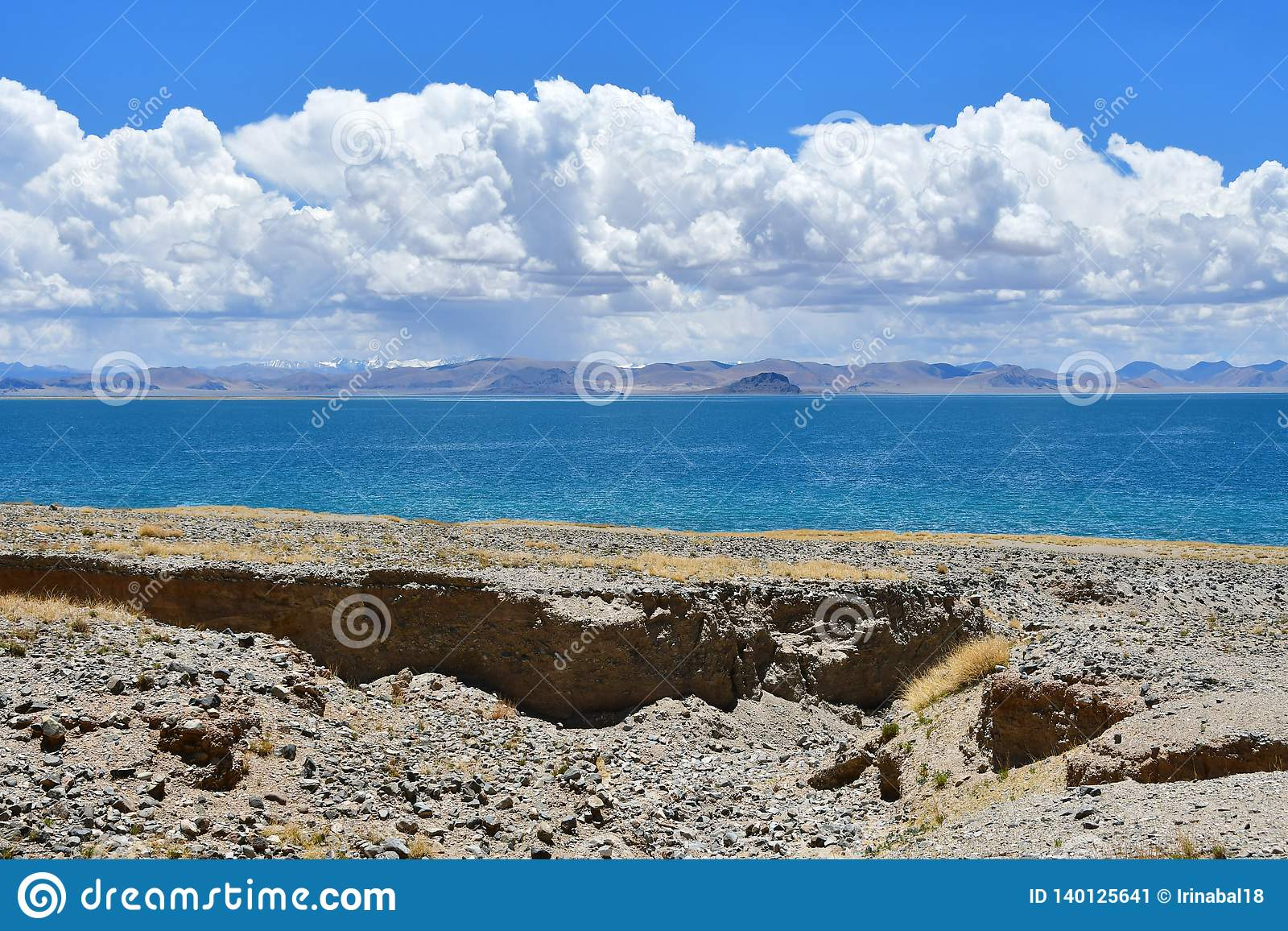 Kina Great Lakes av Tibet Sjö Teri Tashi Namtso i soligt sommarväder