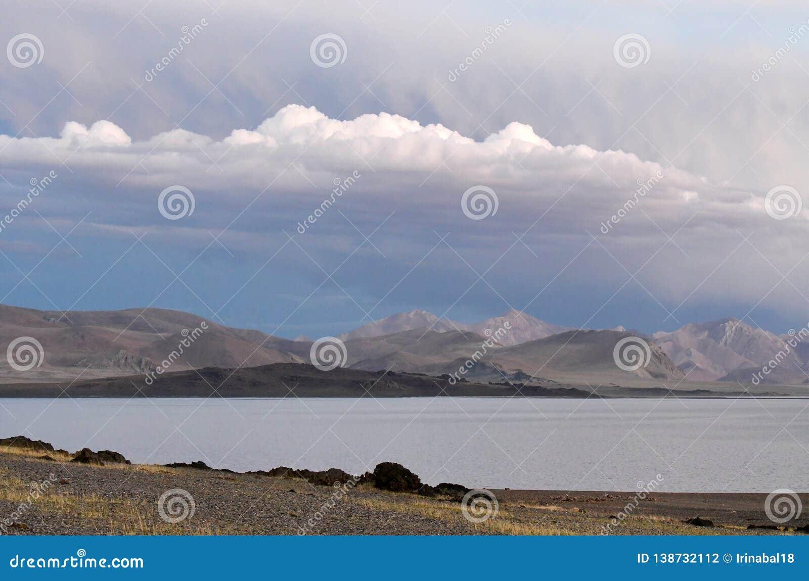 Kina Great Lakes av Tibet Sjö Teri Tashi Namtso i sommarafton