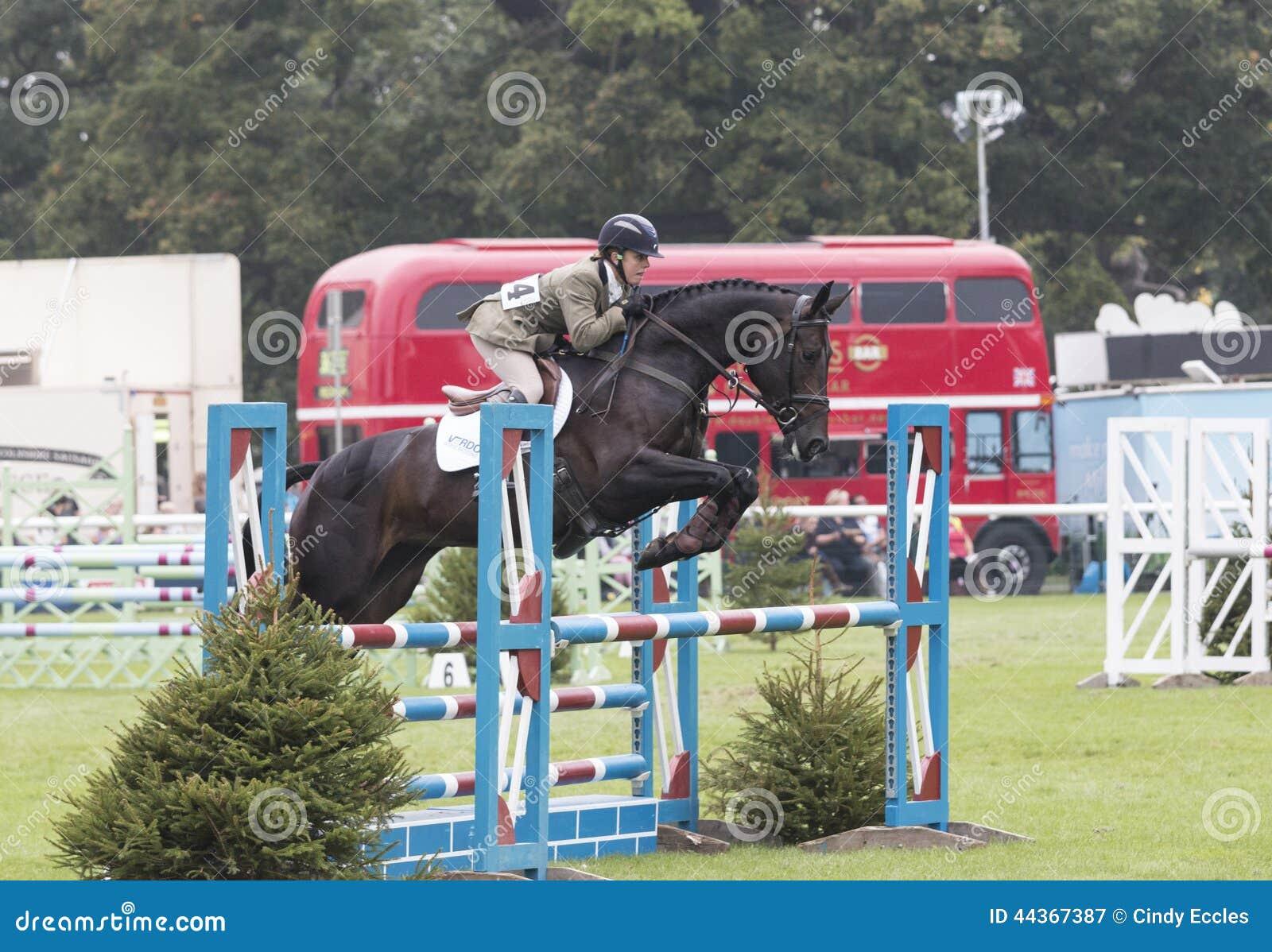 Kincooley che gira saltando un recinto