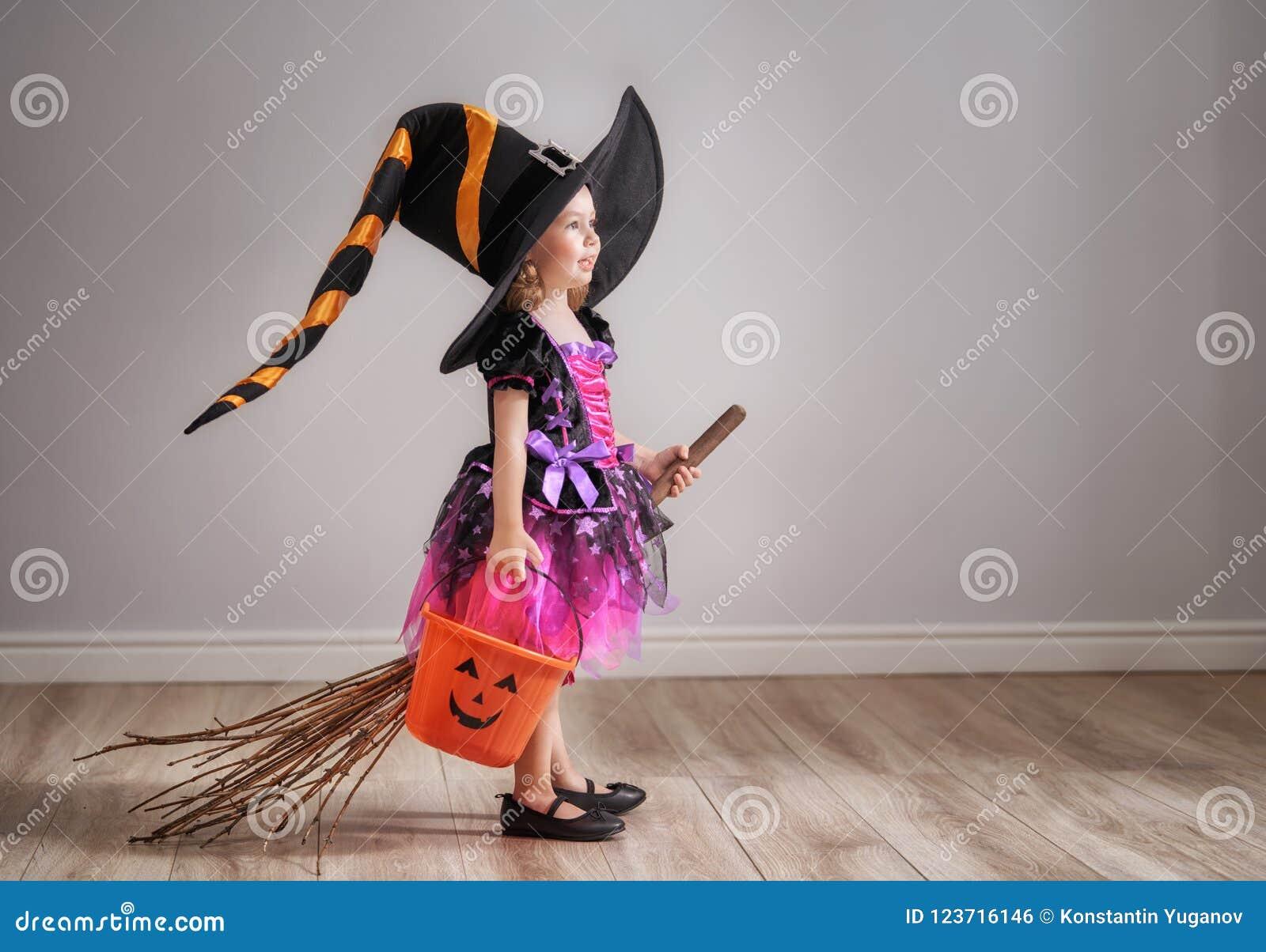 Kind auf Halloween