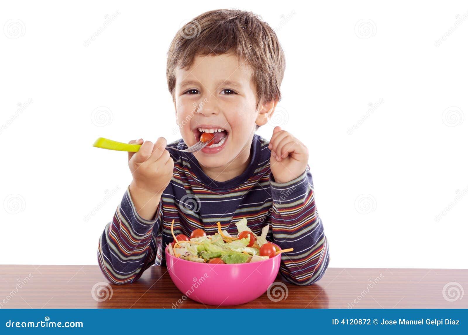 Kind dat salade eet