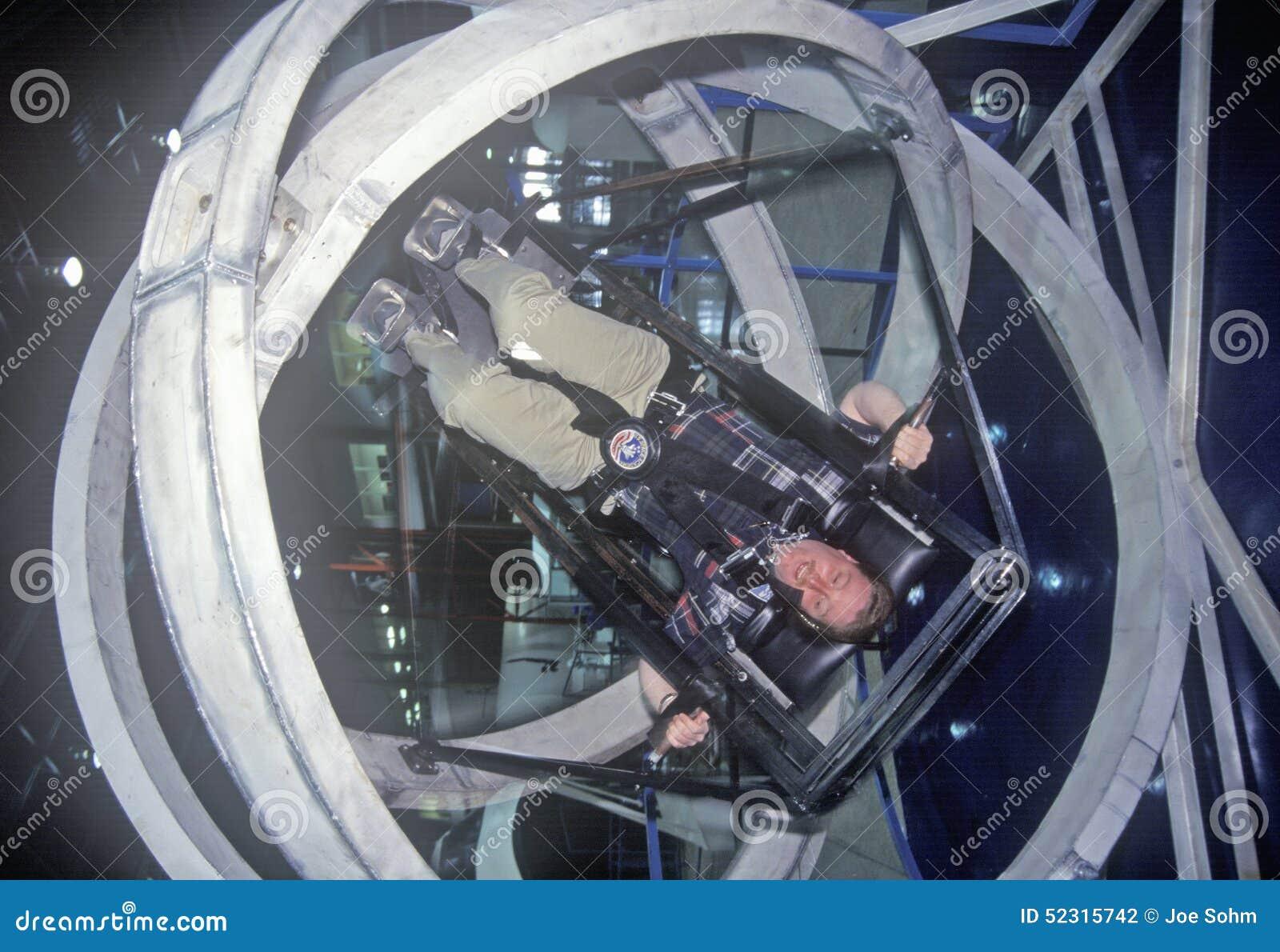 Kind in der Antigravitationsübungsmaschine am Raum-Lager, George C Marshall Space Flight Center, Huntsville, AL