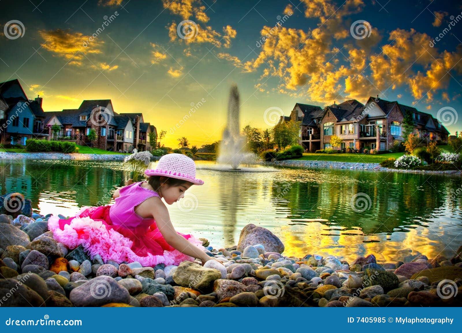 Kind door de vijver