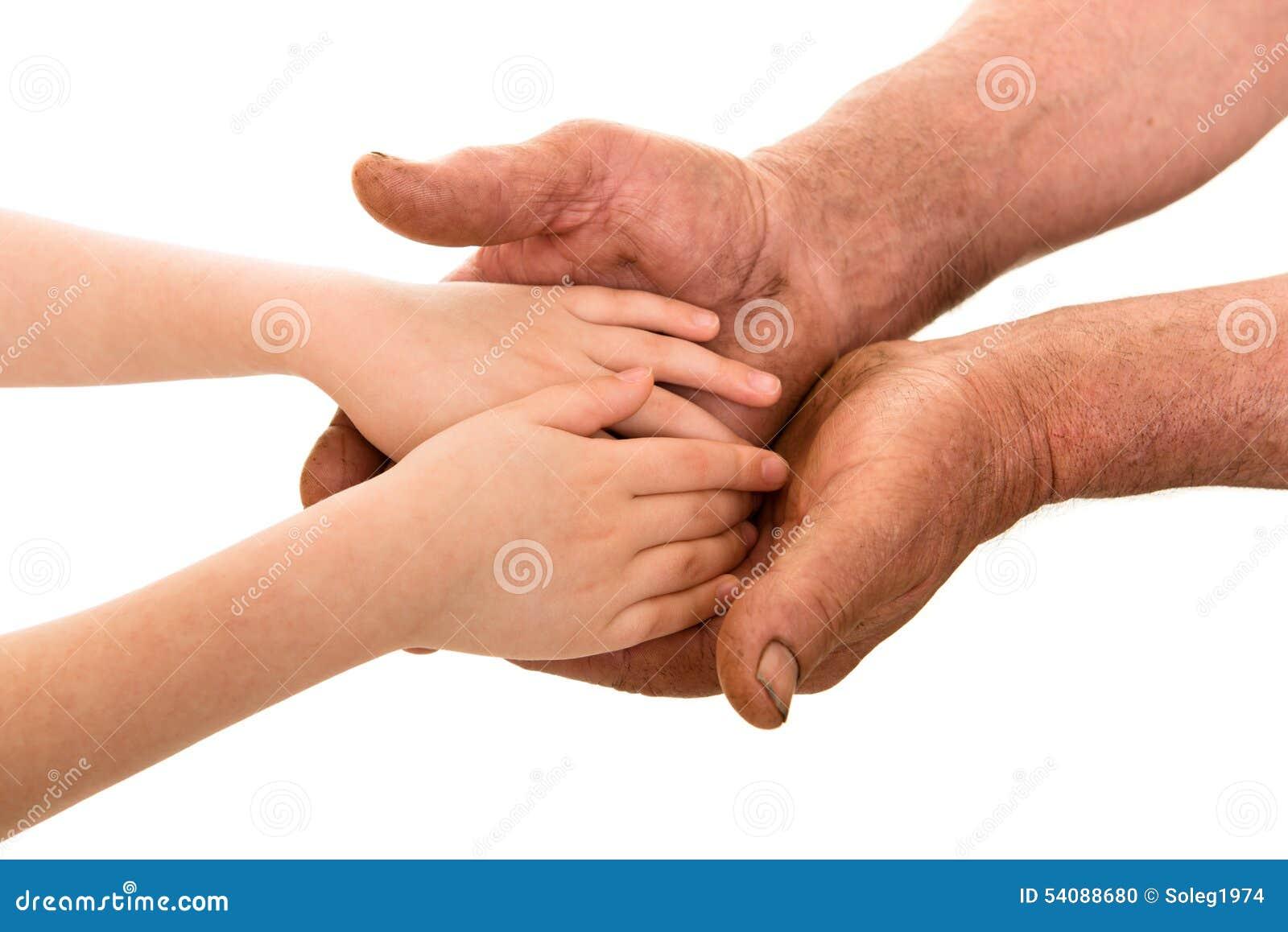 Kind en oude mensenhanden