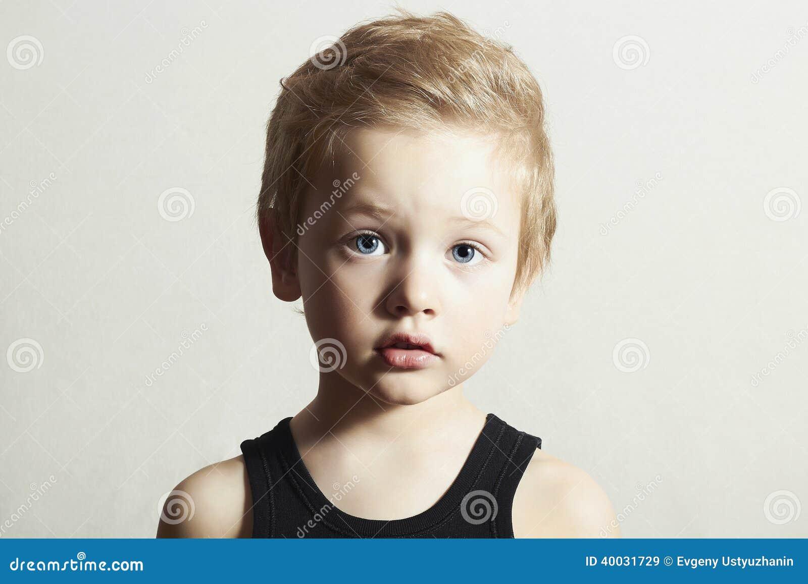 Kind grappig little boy knappe jongen met blauwe ogen stock afbeelding afbeelding 40031729 - Ogen grappig ...