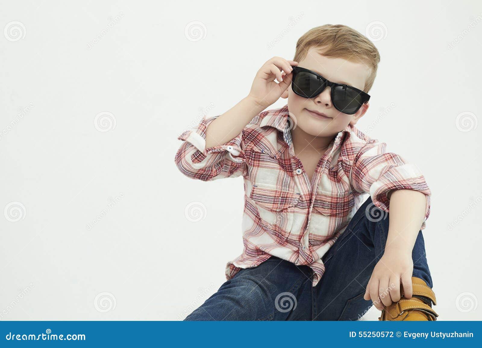 Kind grappig weinig jongen 5 jaar oud stock foto afbeelding 55250572 for Deco slaapkamer jongen jaar oud