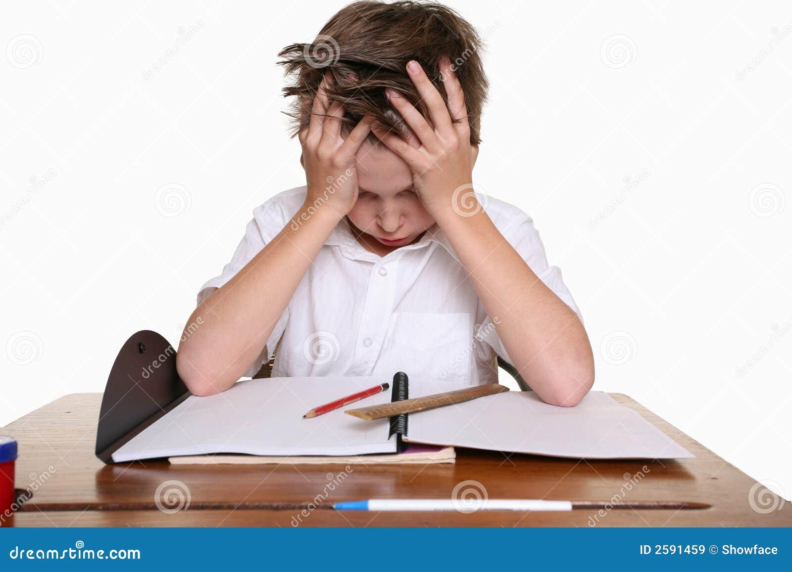 Kind met het leren van moeilijkheid