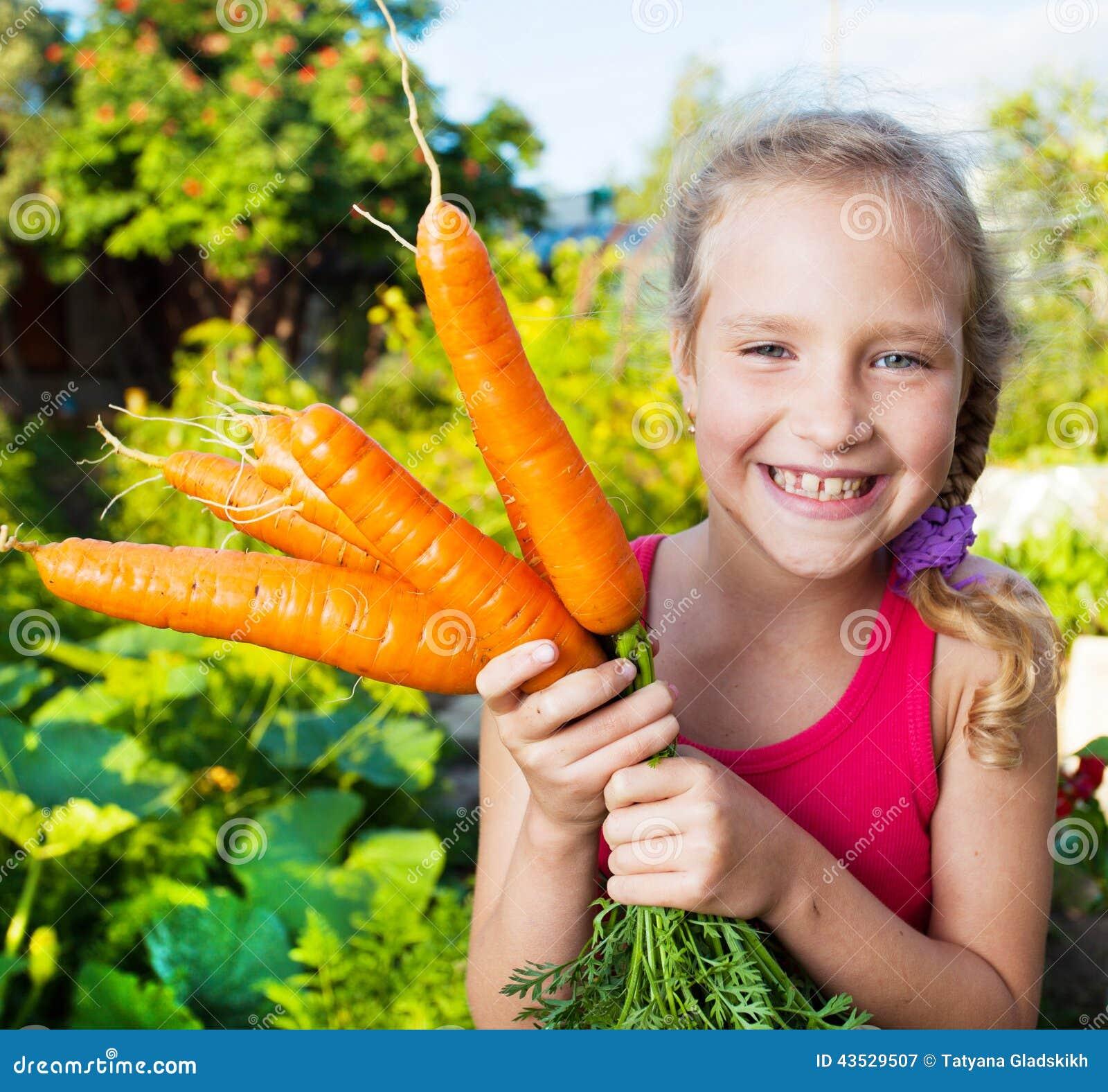 Kind met wortel