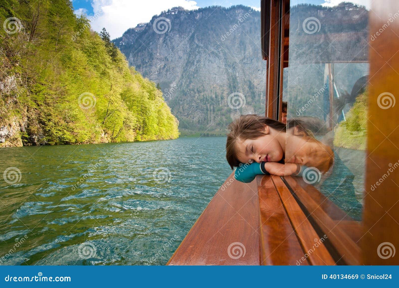 Kind op boot