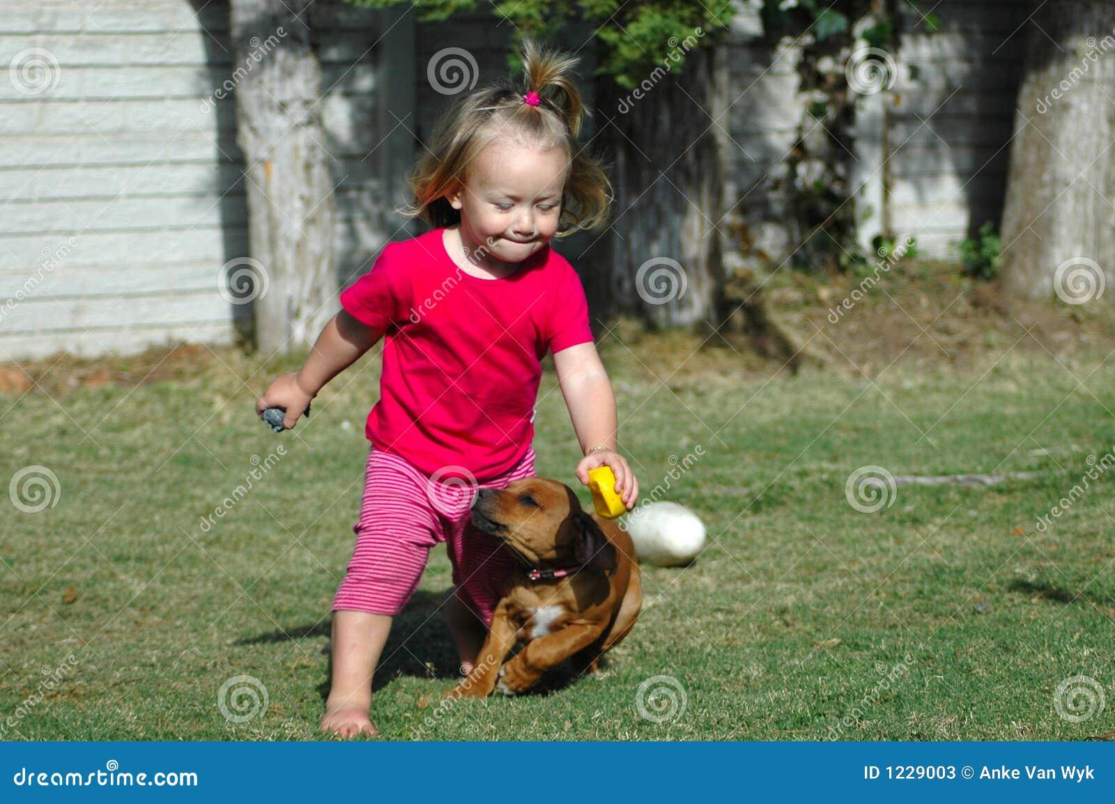 Kind und Haustier