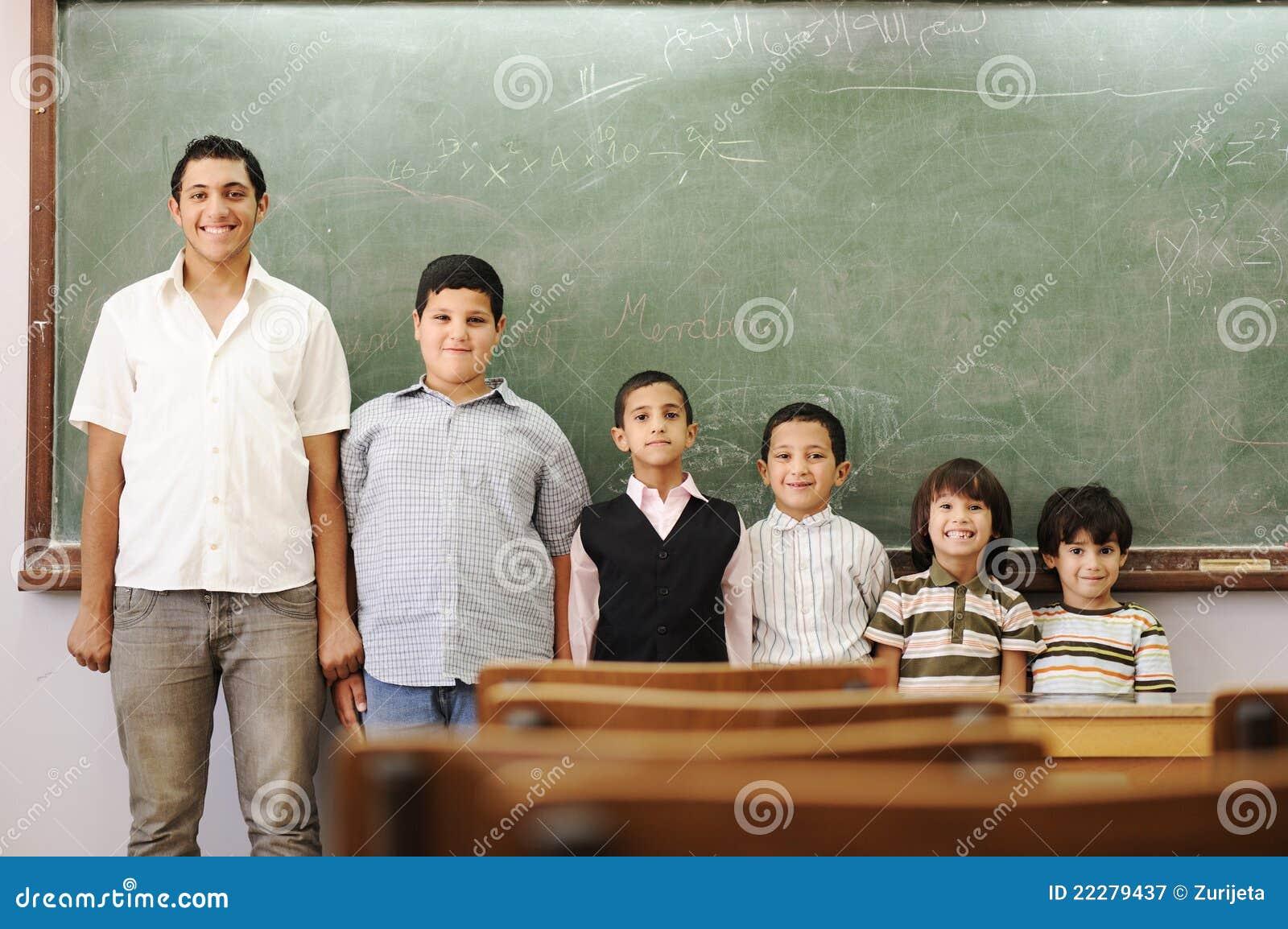 Kinder in der Schule, vom Kindergarten, Vortraining