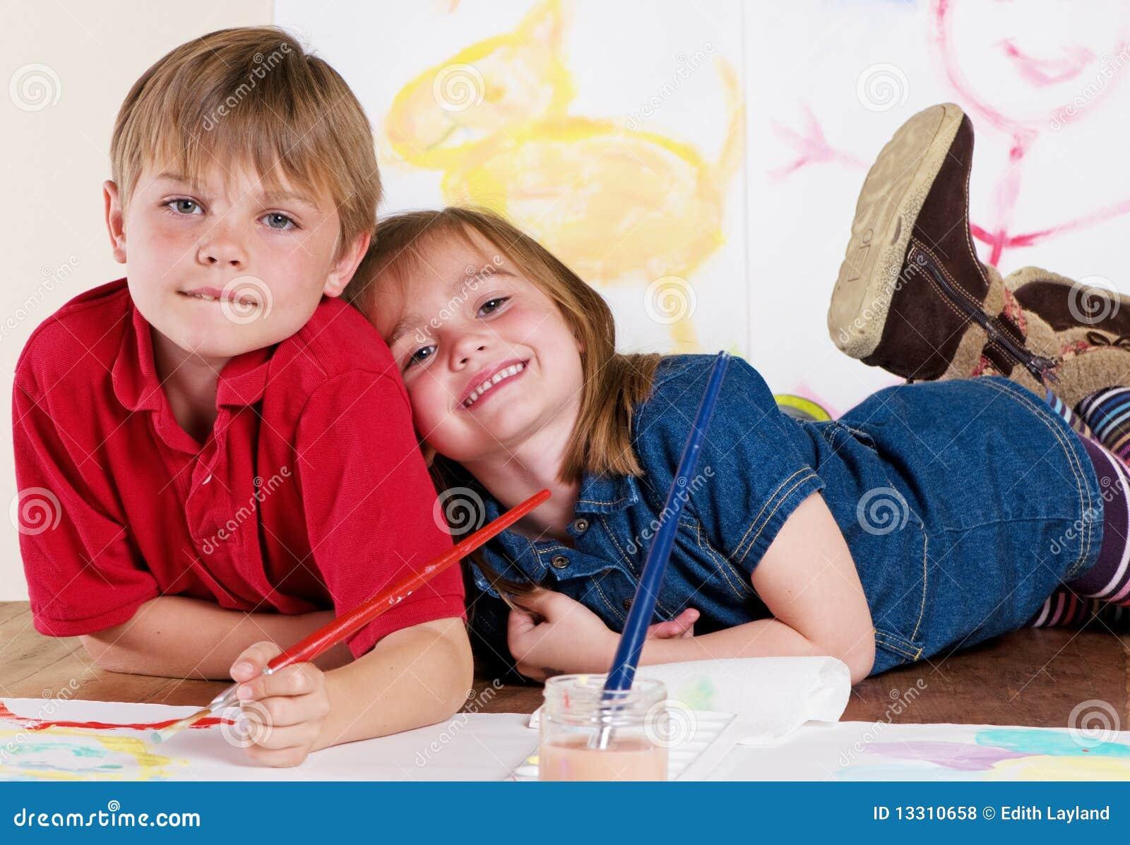 Kinder Die Kreative Kunst Malen Stockfoto Bild Von Kreative Kunst 13310658