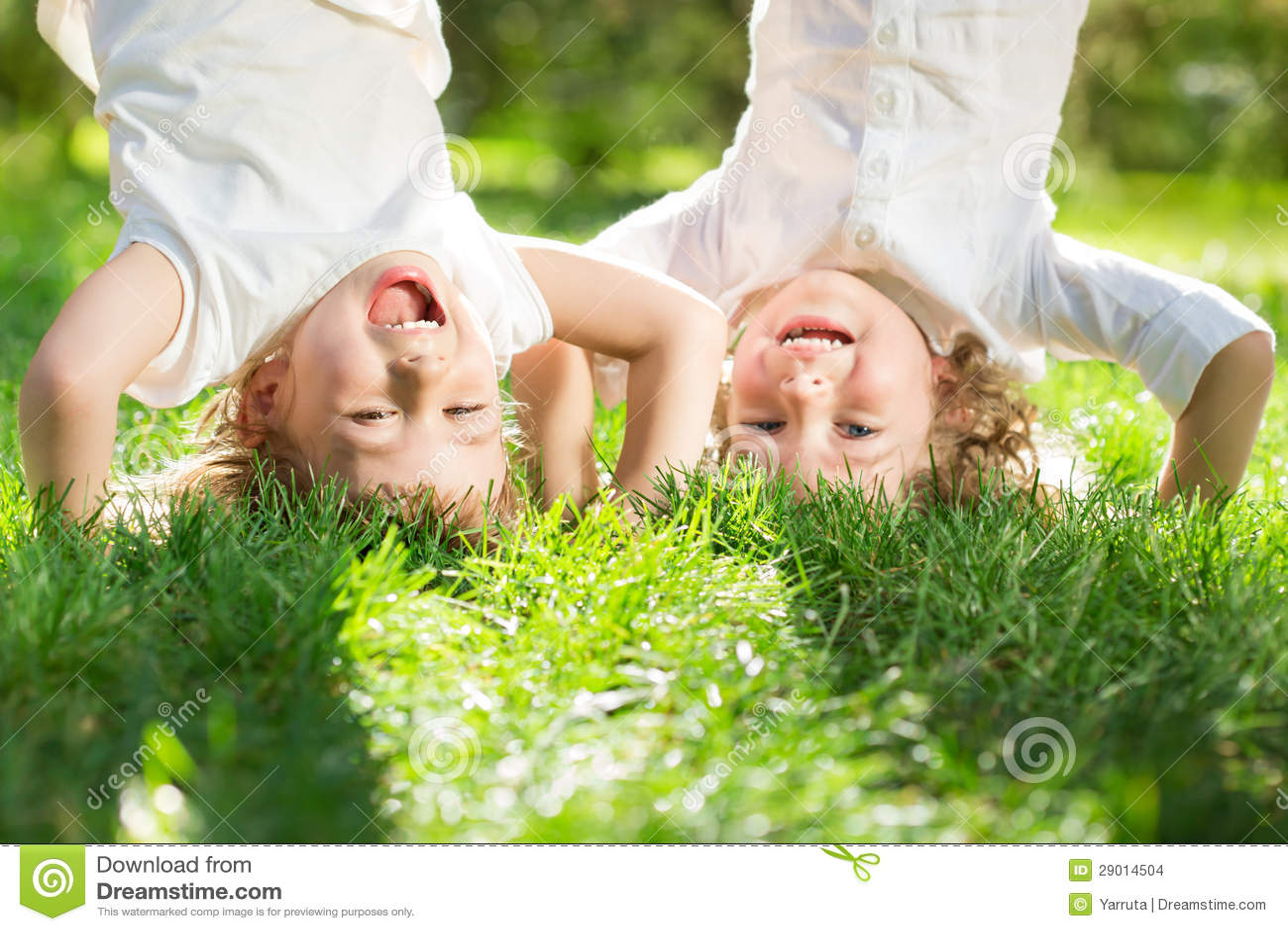 Kinder, die Spaß haben