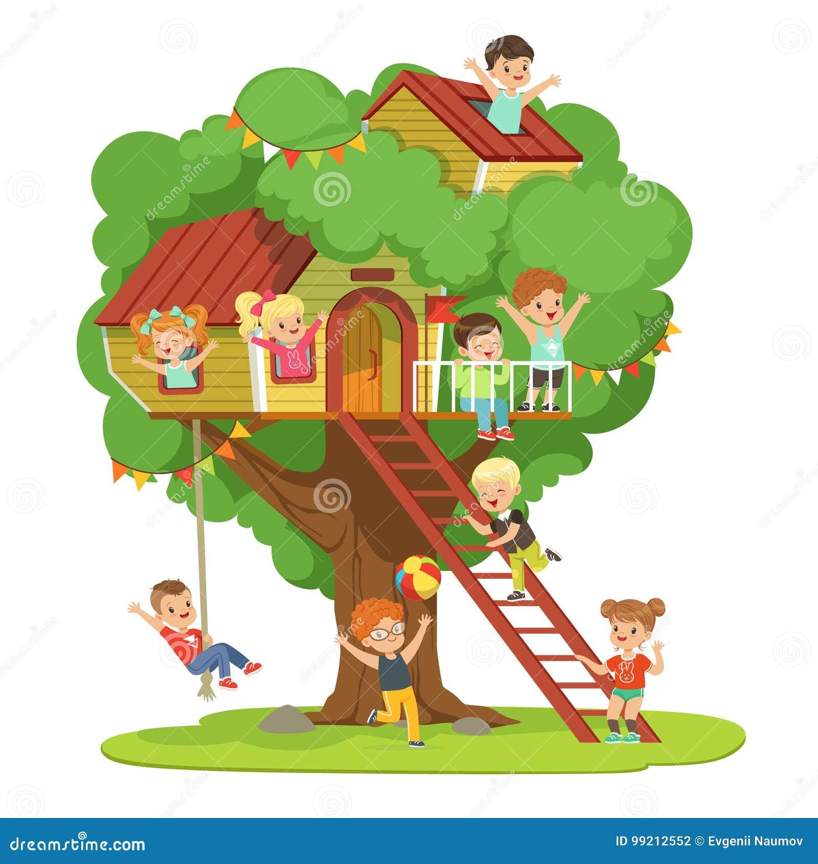 Kinder Die Spass Im Baumhaus Im Spielplatz Der Kinder Mit Schwingen