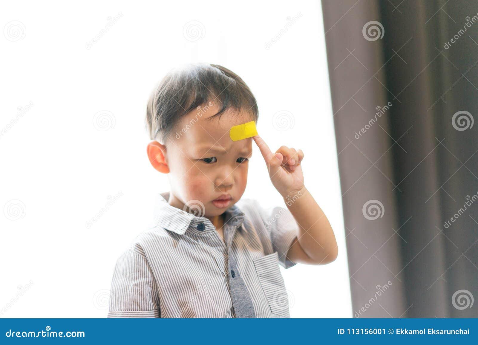 Kinder haben Geschwüre auf dem Kopf