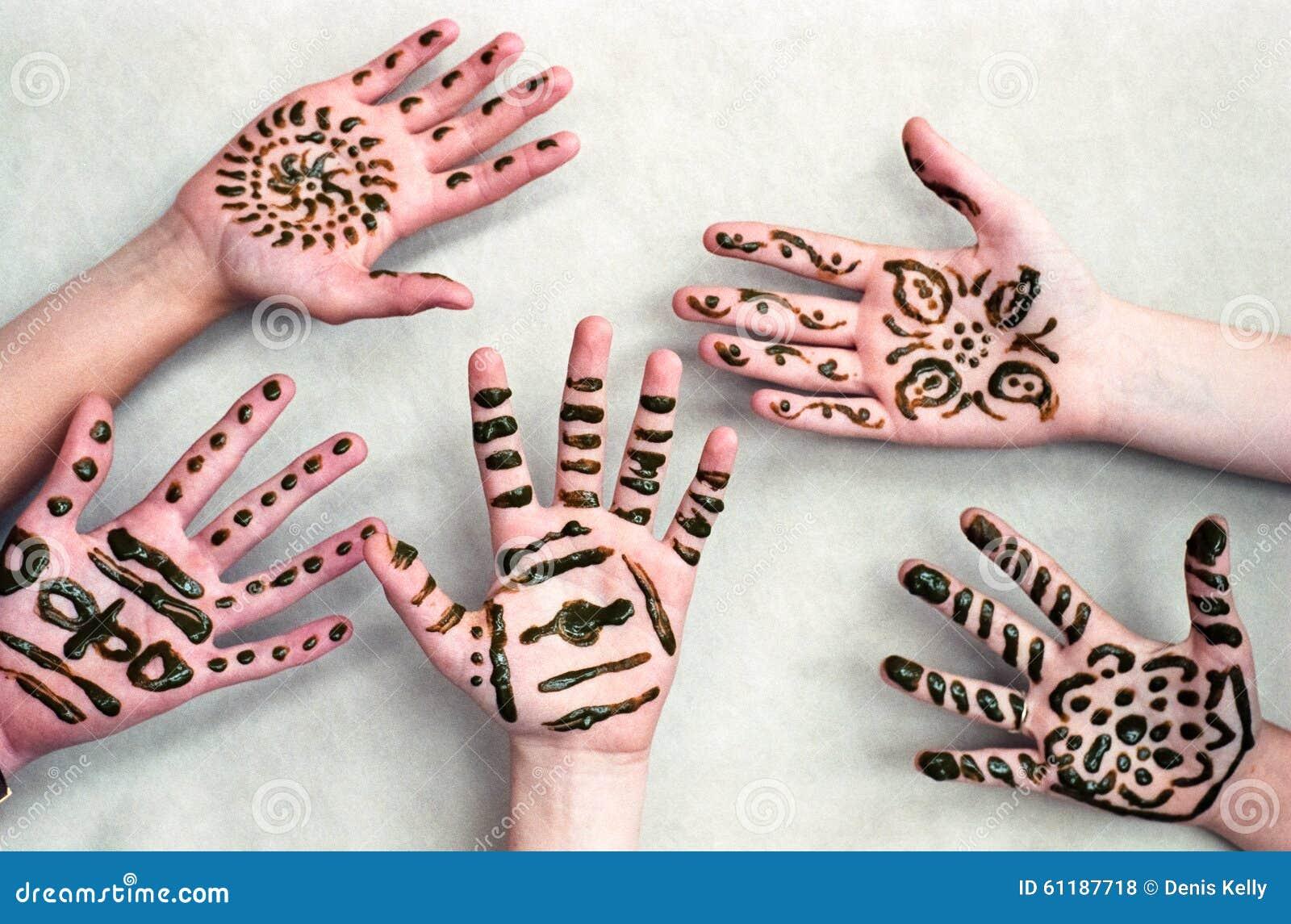kinder henna hands stockfoto bild 61187718. Black Bedroom Furniture Sets. Home Design Ideas