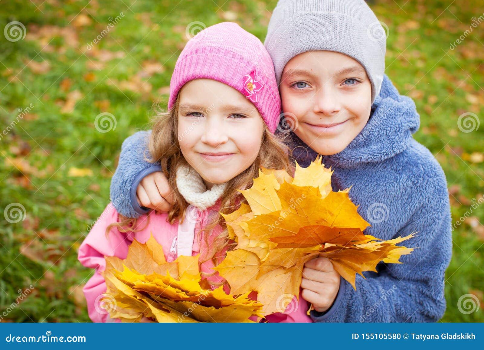 Kinder am Herbst