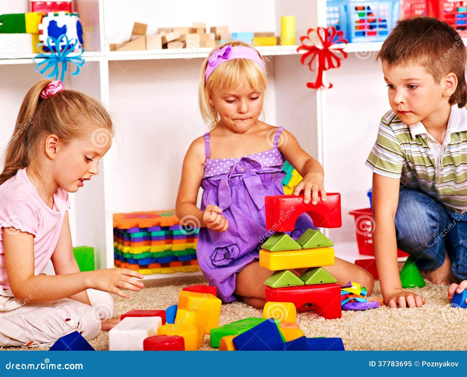 Kinder im Kindergarten.