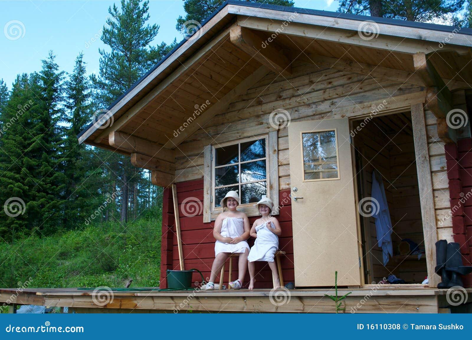 kinder n hern sich sauna lizenzfreie stockfotos bild 16110308. Black Bedroom Furniture Sets. Home Design Ideas