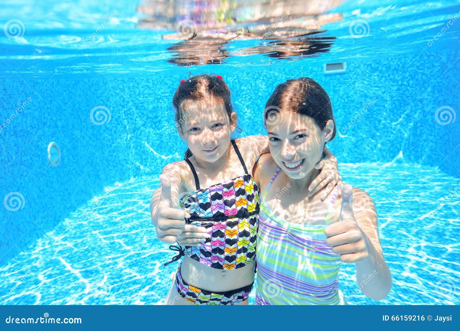 kinder schwimmen im unterwasser pool gl ckliche aktive m dchen haben spa unter wasser. Black Bedroom Furniture Sets. Home Design Ideas