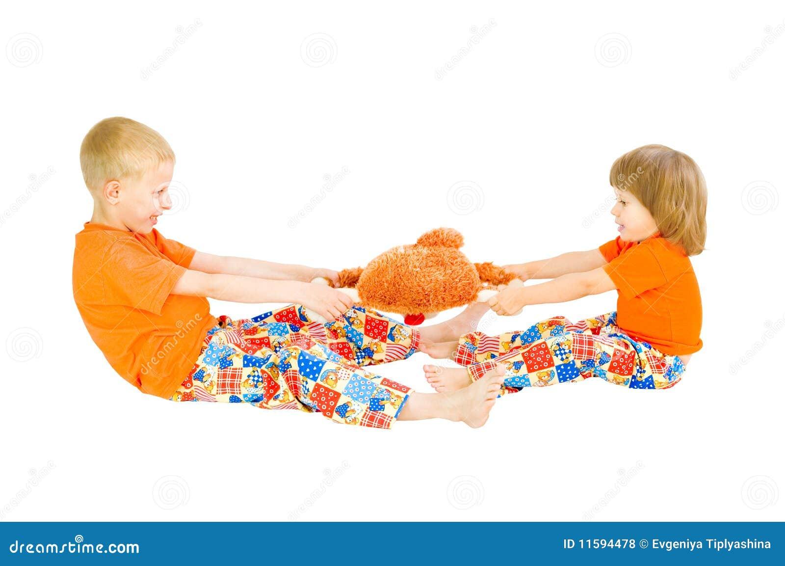Download Kinder Teilen Ein Spielzeug Stockfoto - Bild von hintergrund, allgemein: 11594478
