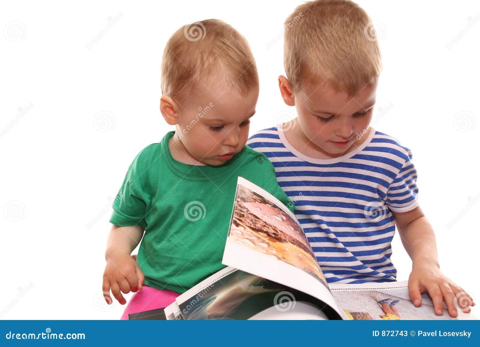 Kinder und Buch