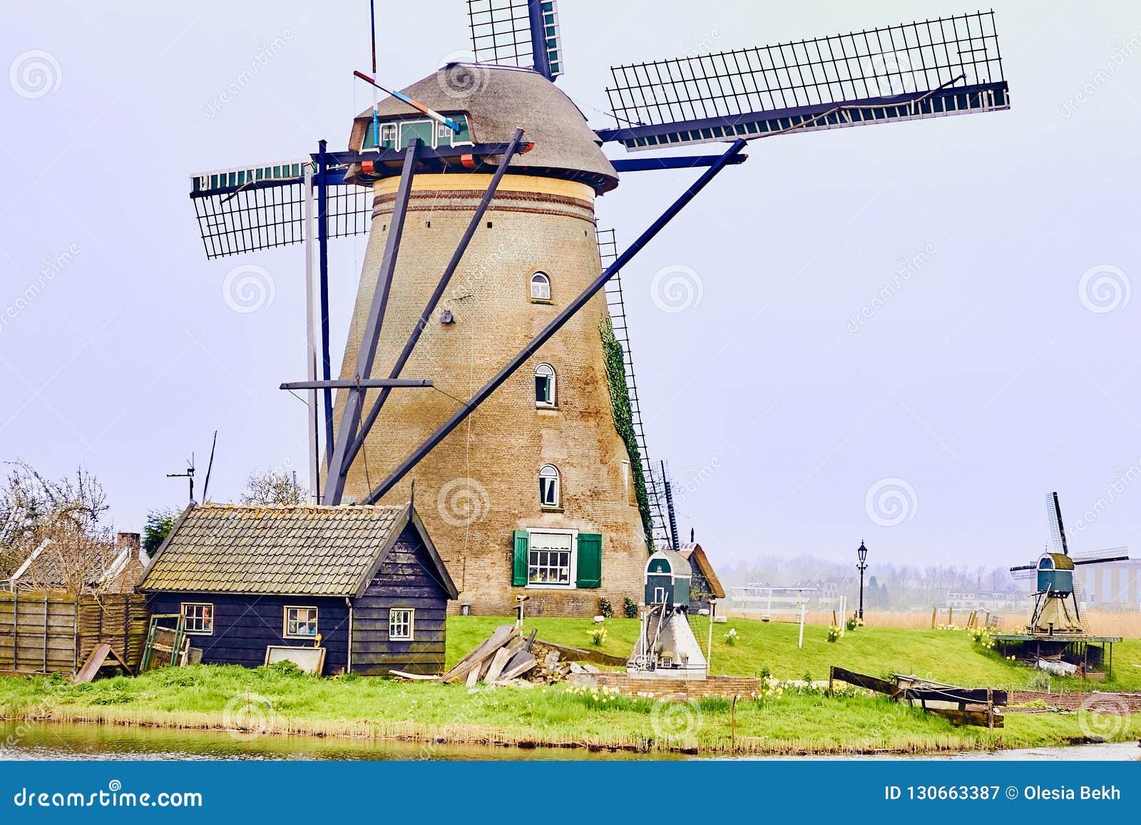 Kinderdijk, южная Голландия, Нидерланд, 13-ое апреля 2018: Осмотрите