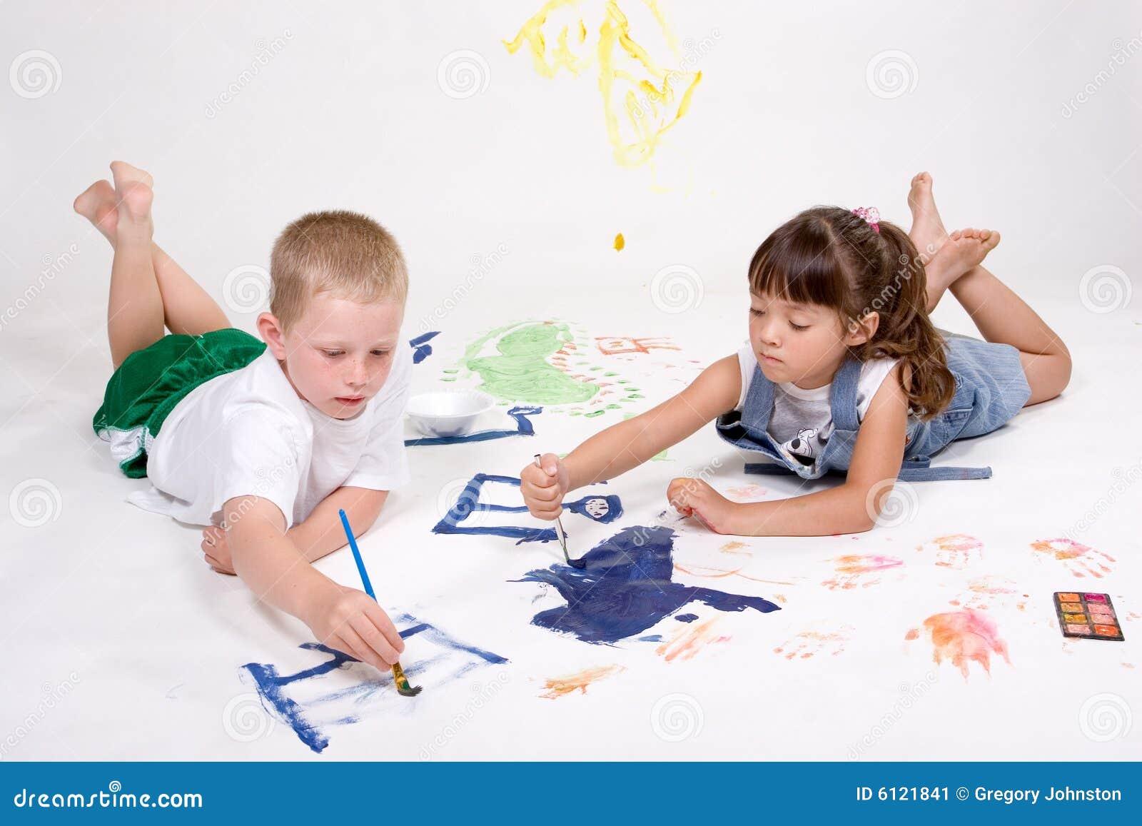 Kinderen die beelden schilderen stock afbeelding afbeelding 6121841 - Schilderen kind jongen ...