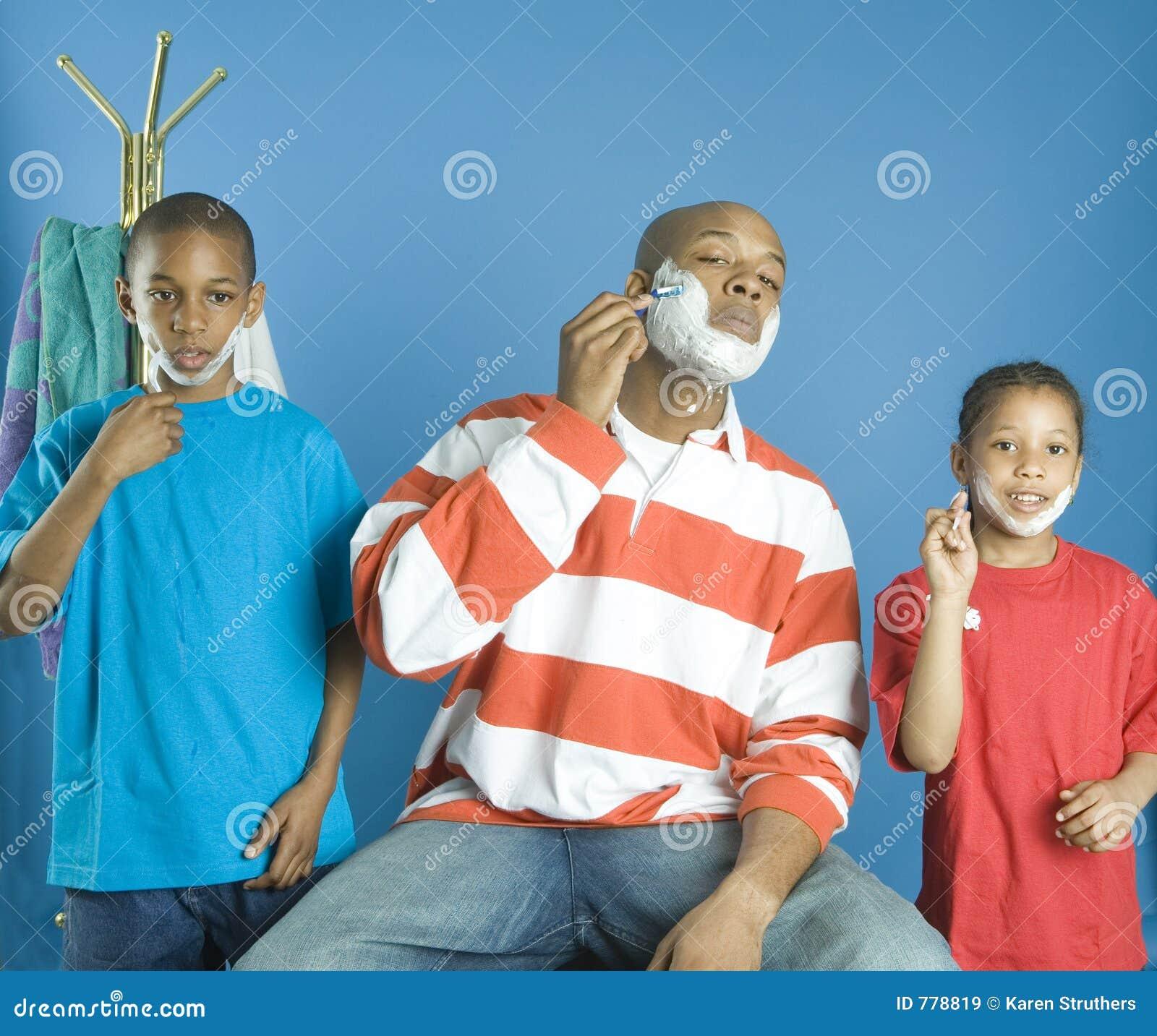 Kinderen die hun vader kopiëren