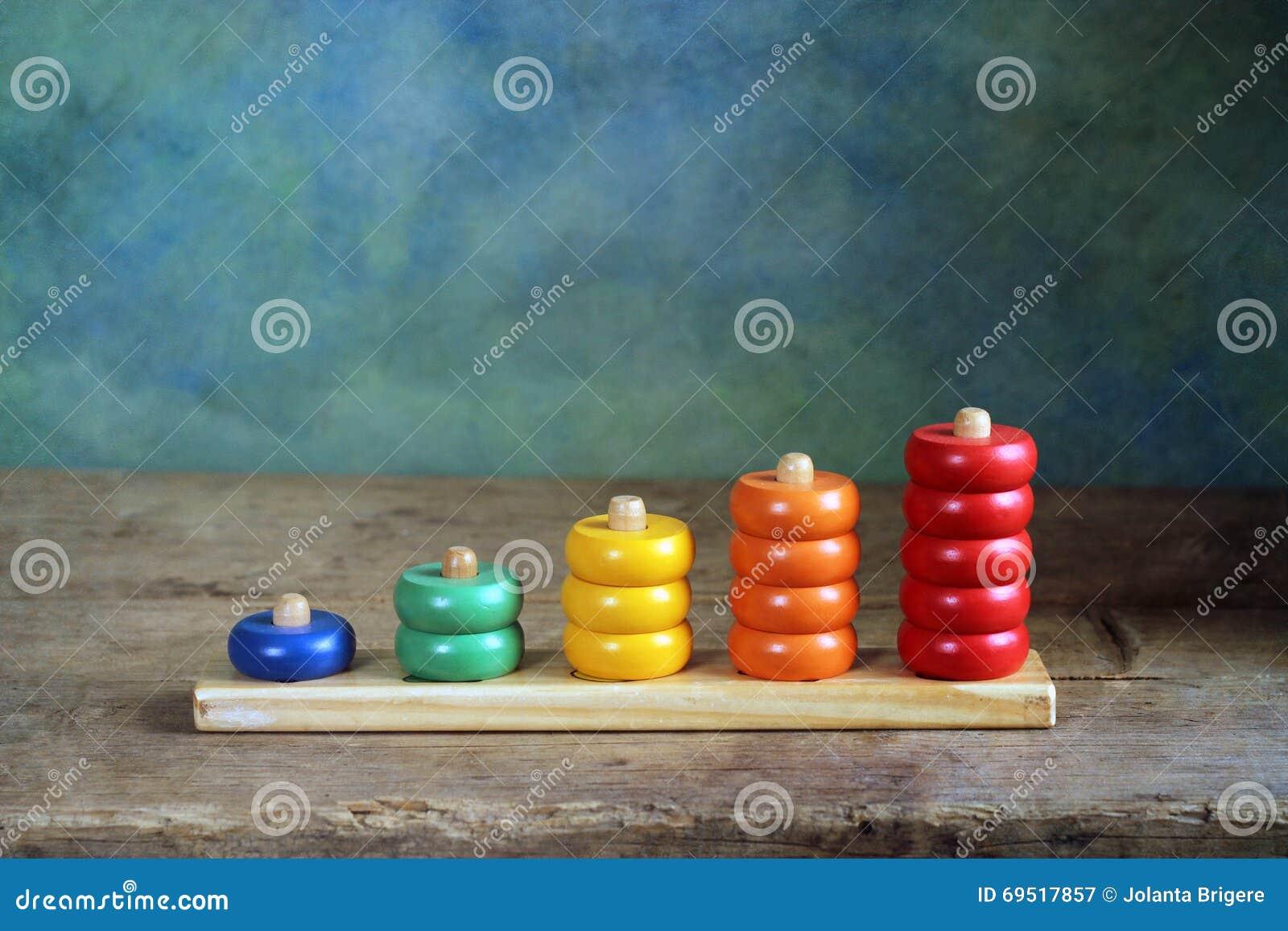 Kinderen houten kleurrijke cijfers