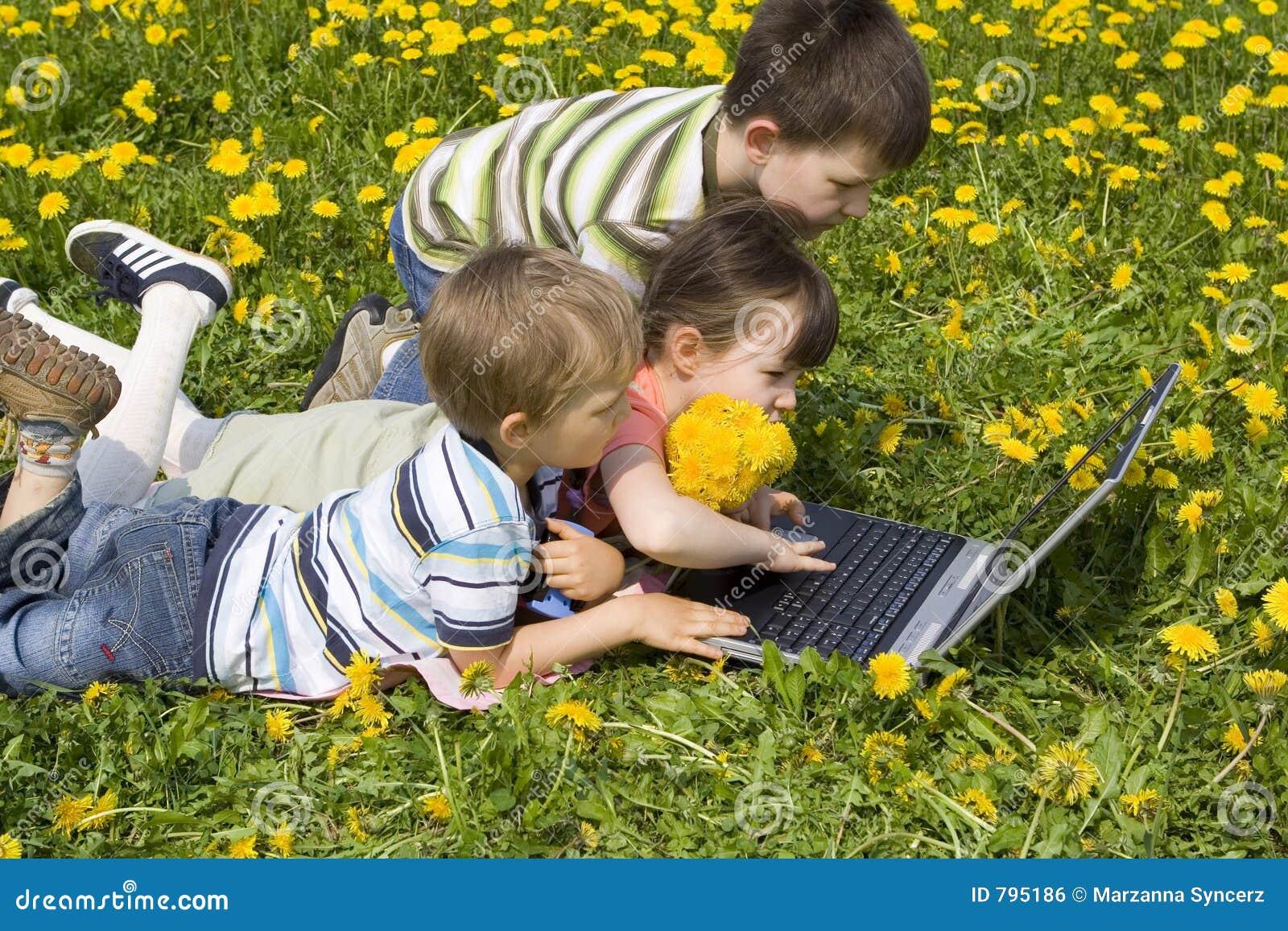 Kinderen met laptop