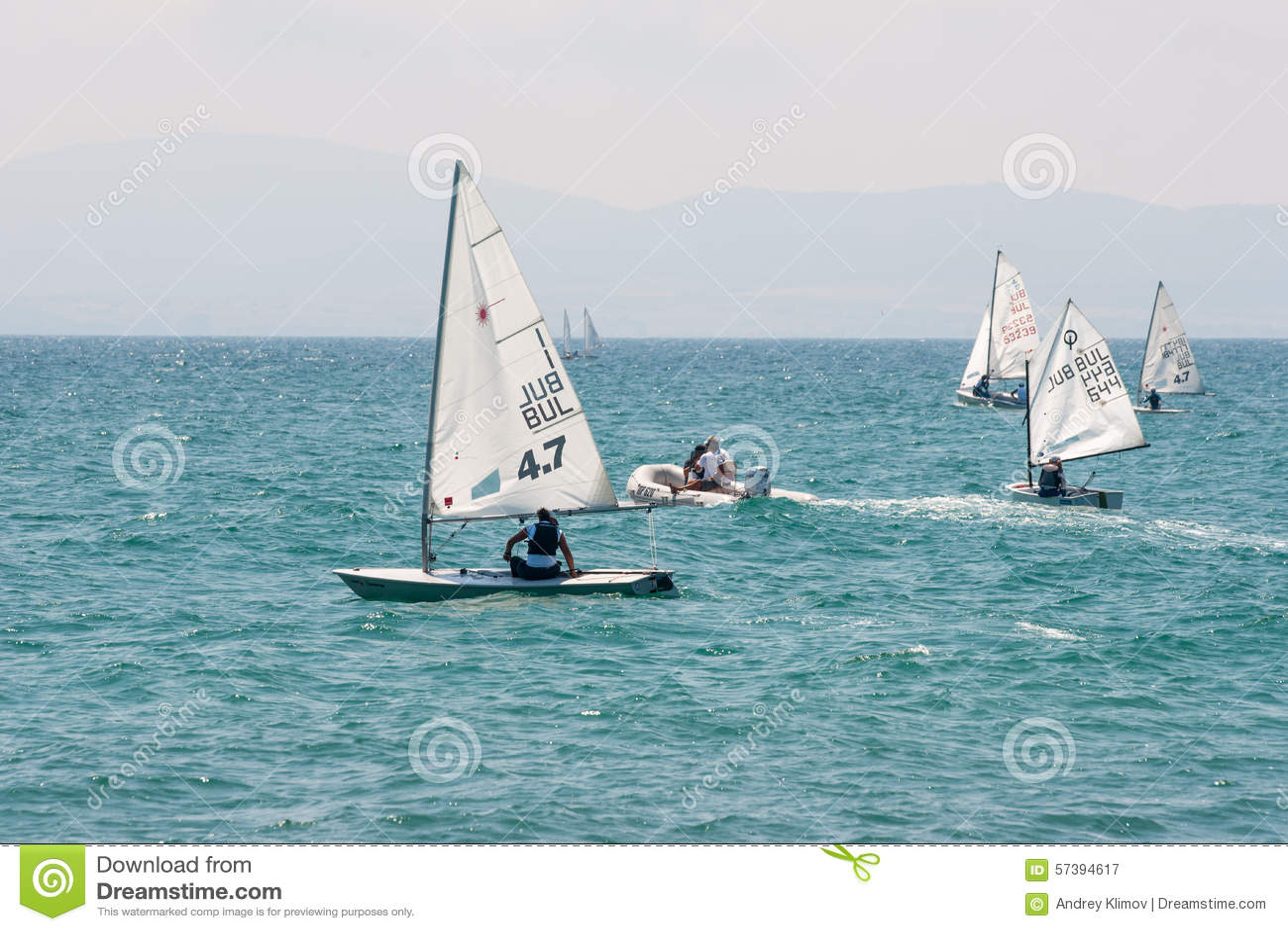 Kinderenboot en reddingsboot in Pomorie, Bulgarije