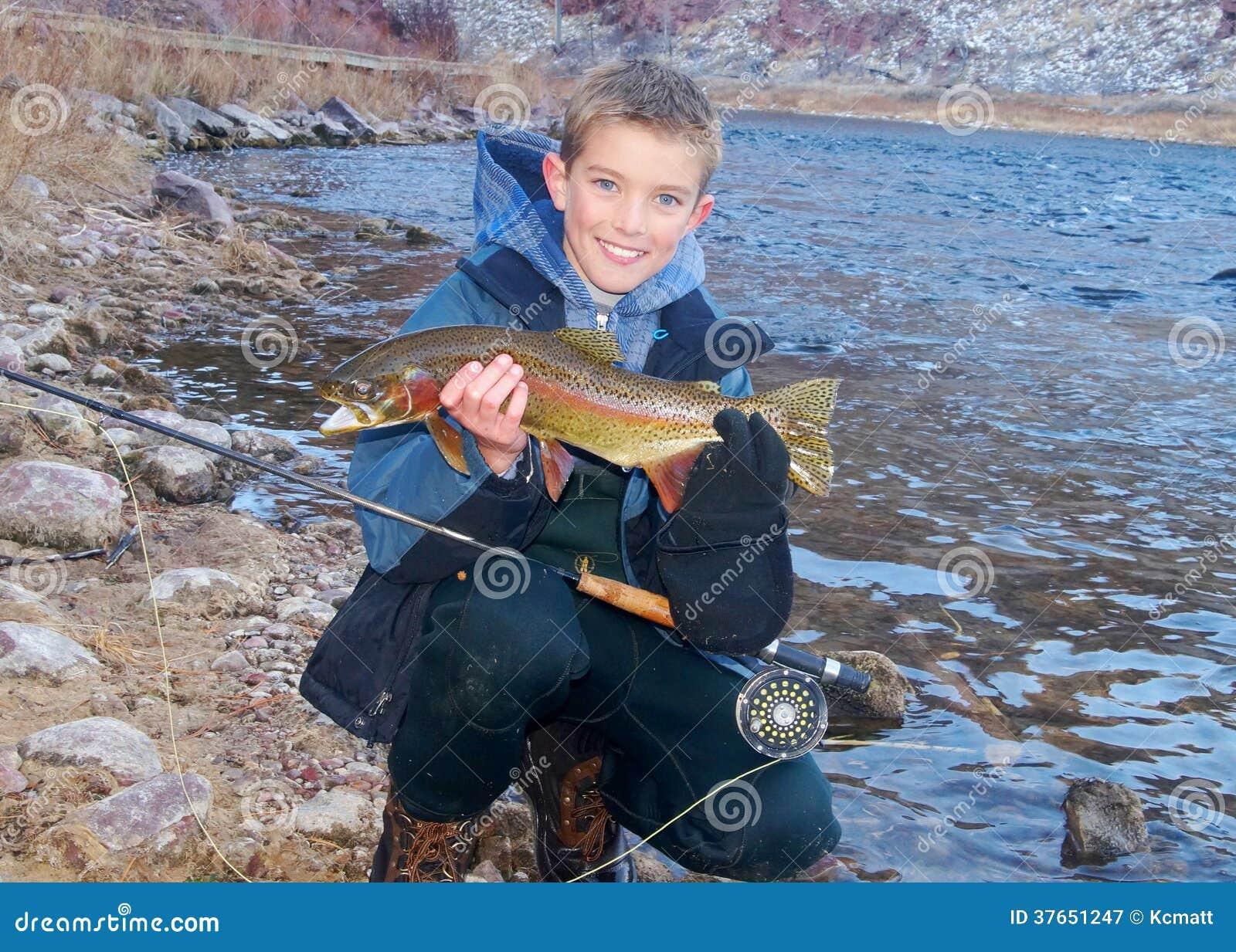 Kinderfischen - Halten einer Trophäenforelle