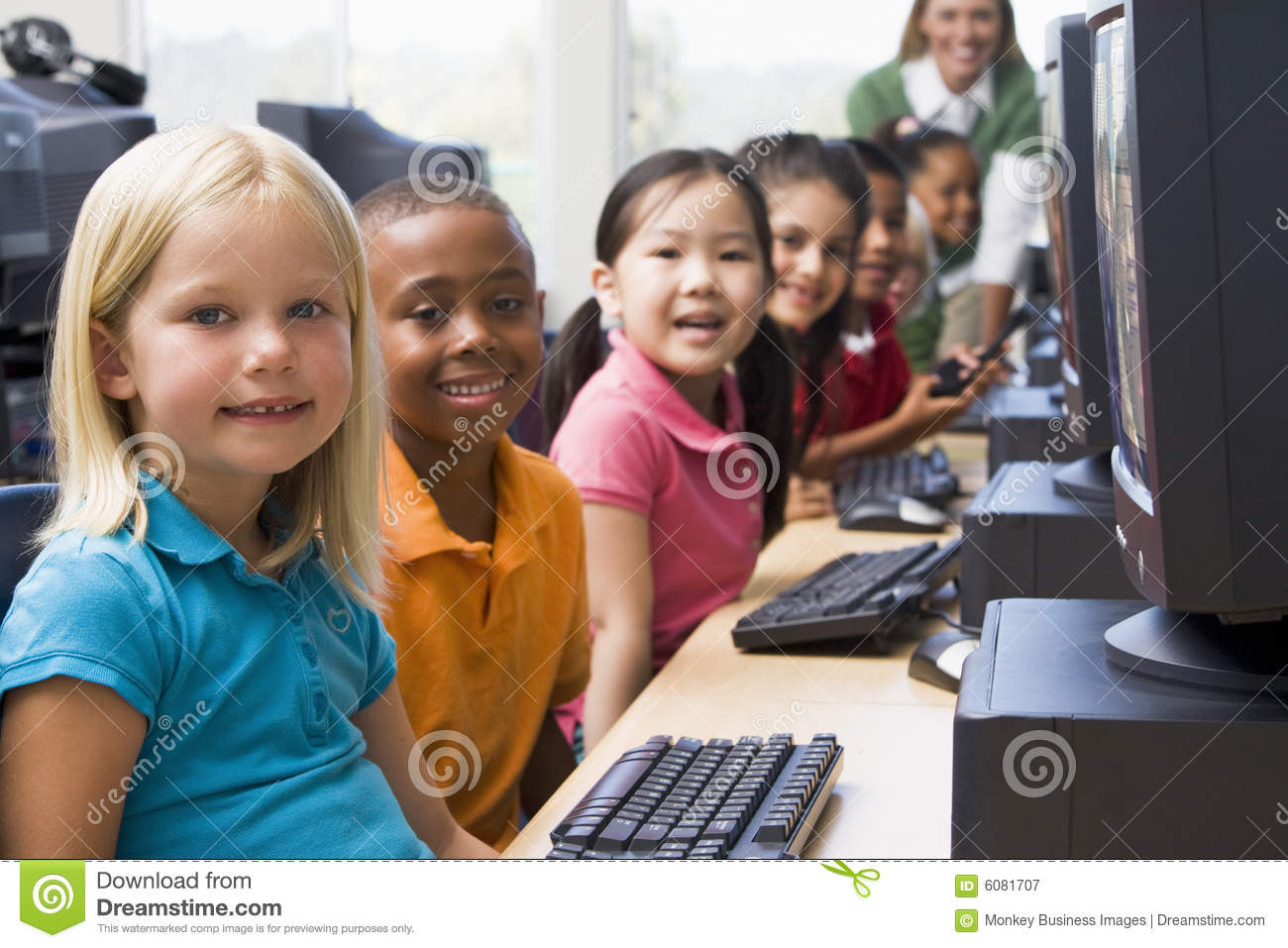 Children learning by using the computers