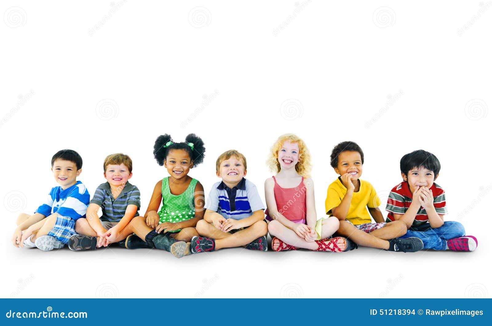 Kinderkinderglück-multiethnische Gruppen-nettes Konzept