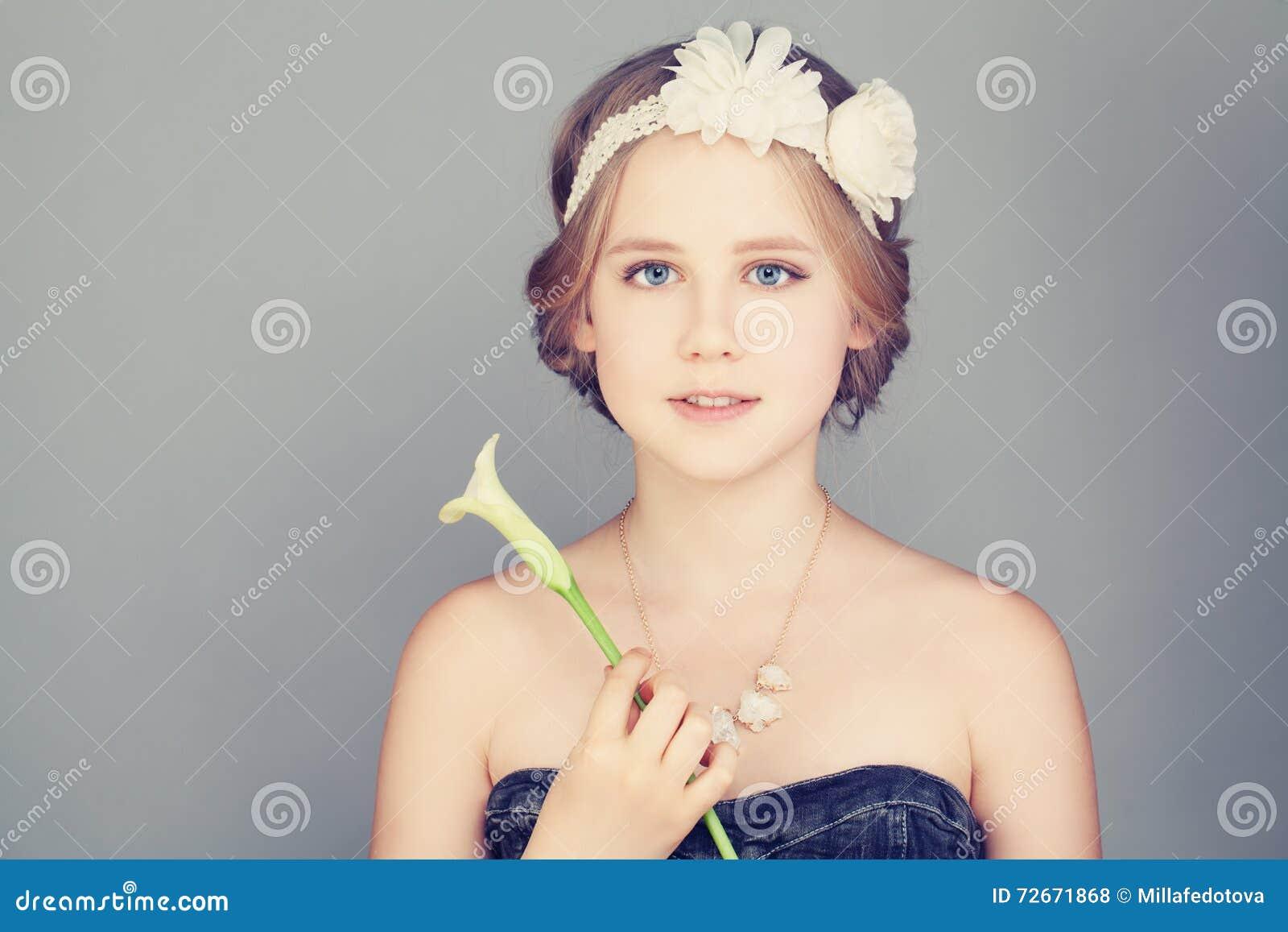 Kindermädchen Mit Dem Blonden Haar Böhmische Boho Chic Frisur