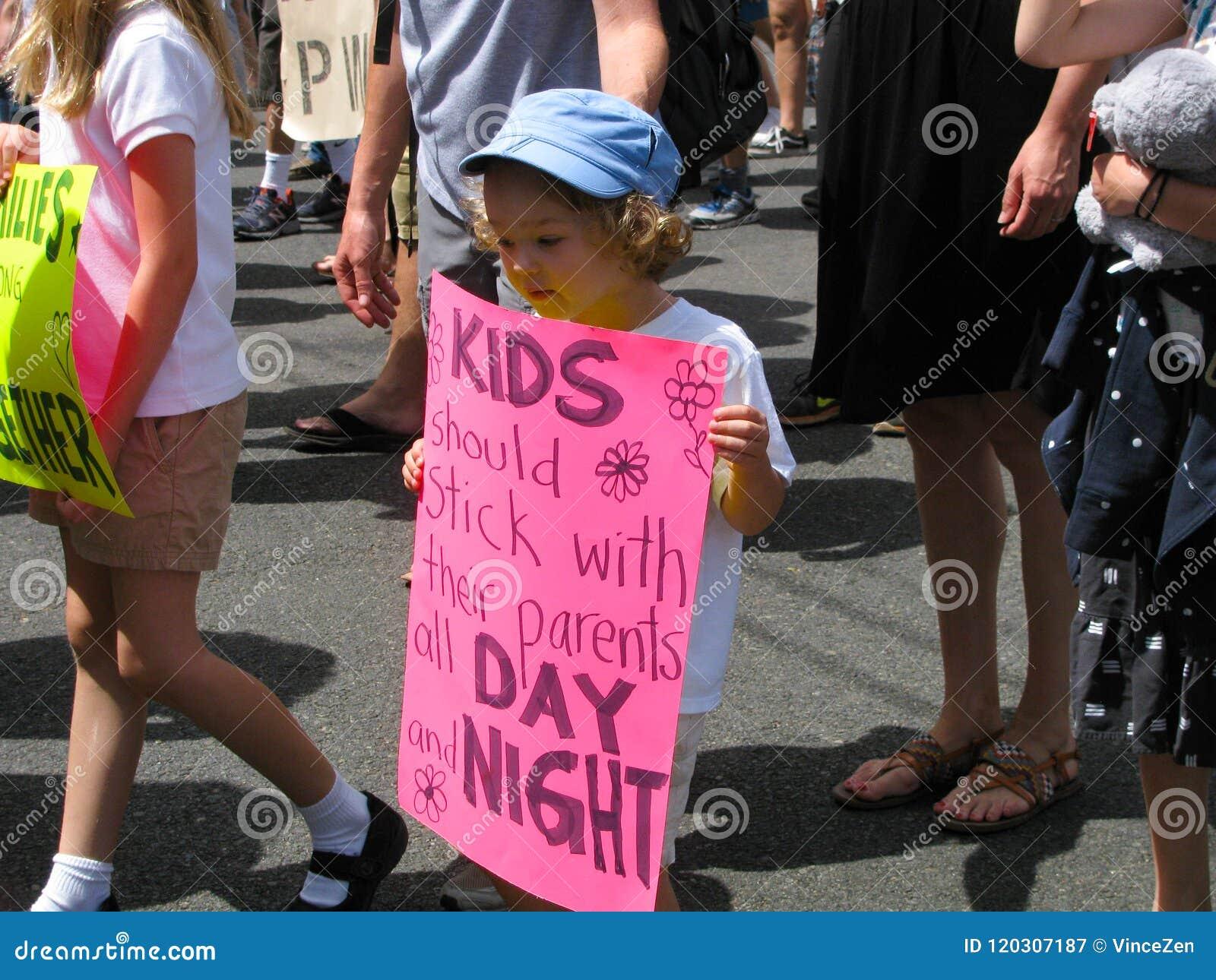 Kindermarsch, zum von Einwandererfamilien zusammen zu halten