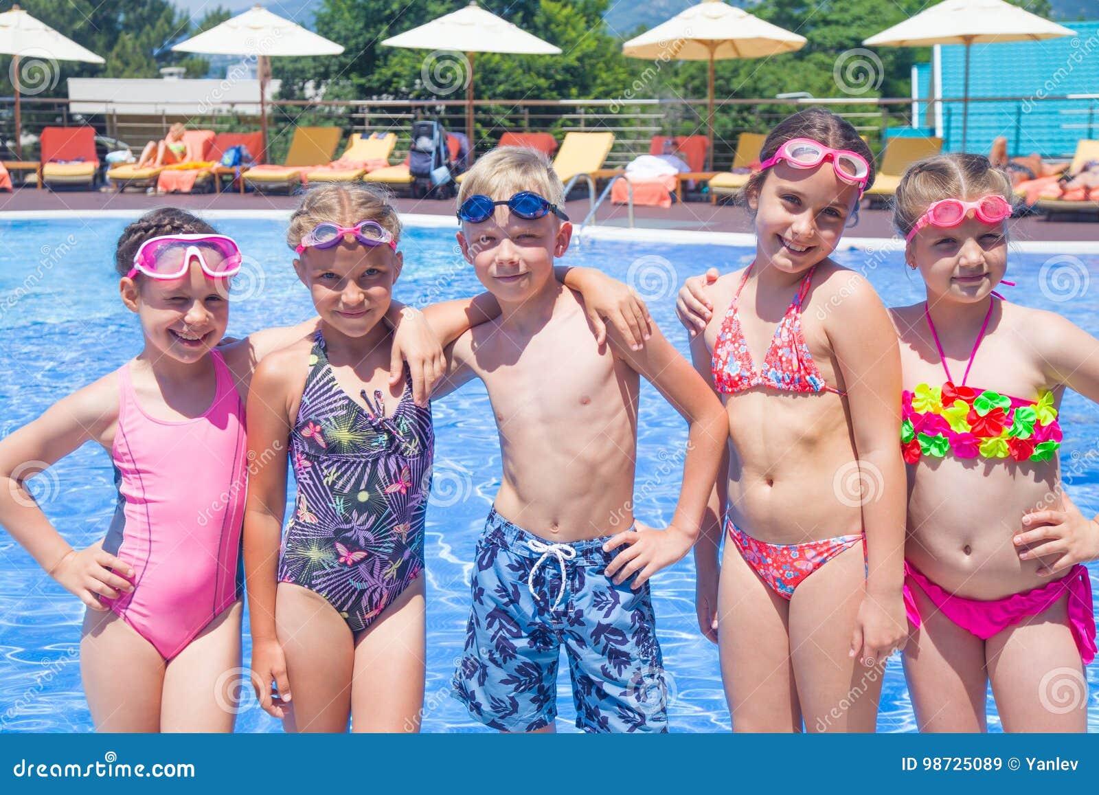 Kinderspiel im Pool am Erholungsort