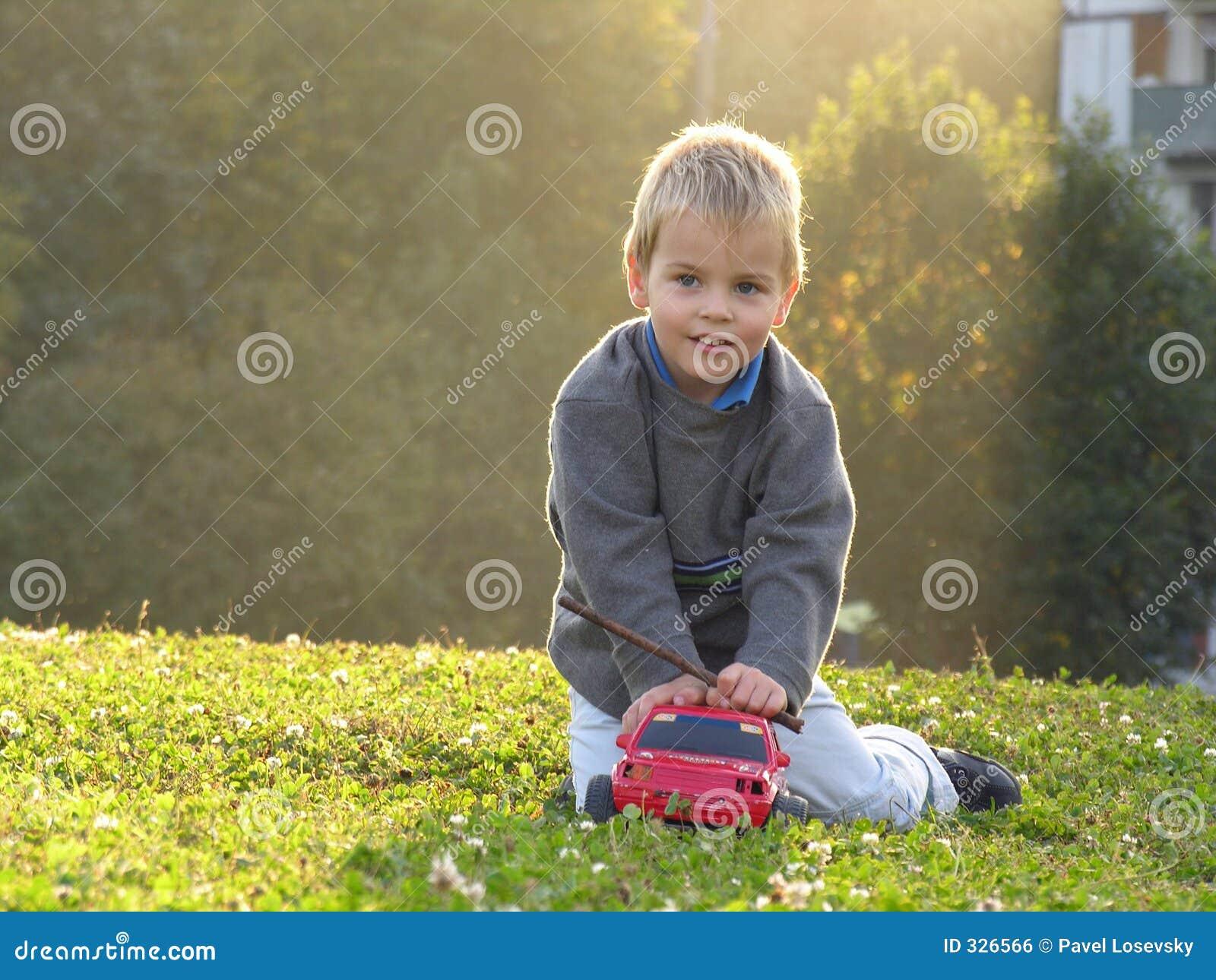 Kinderspiel wth Auto
