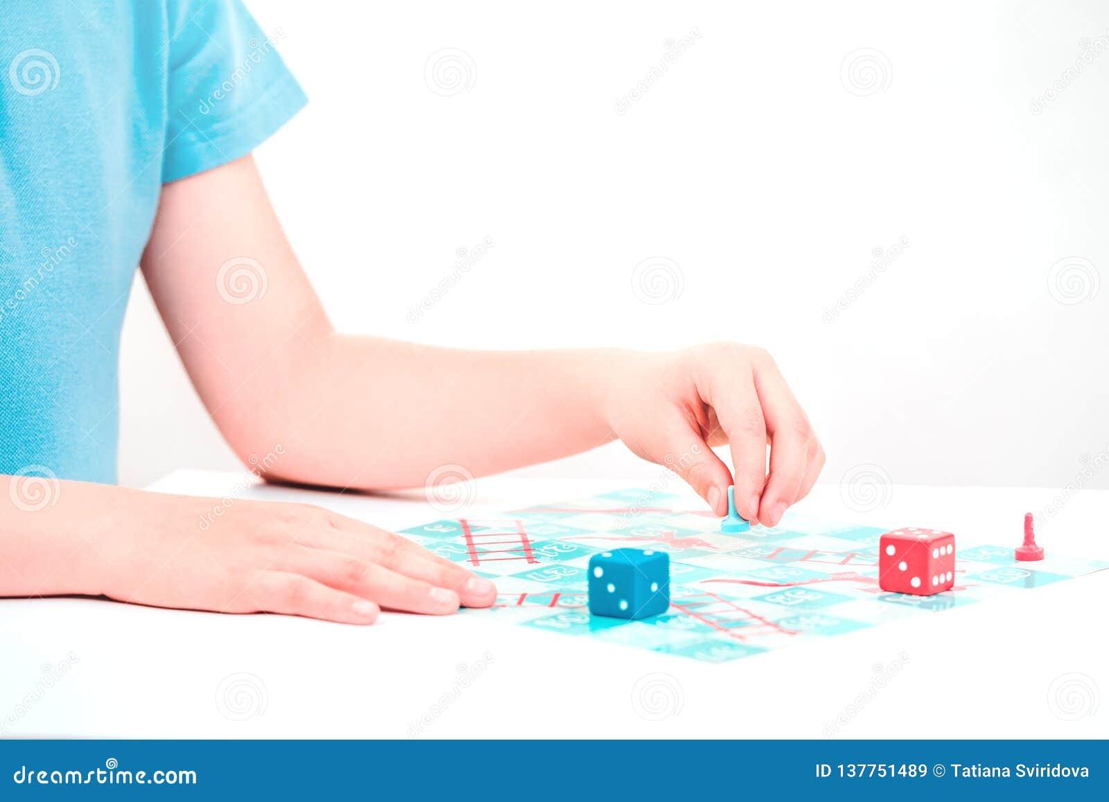 Kinderspiele ein Brettspiel auf Tabelle