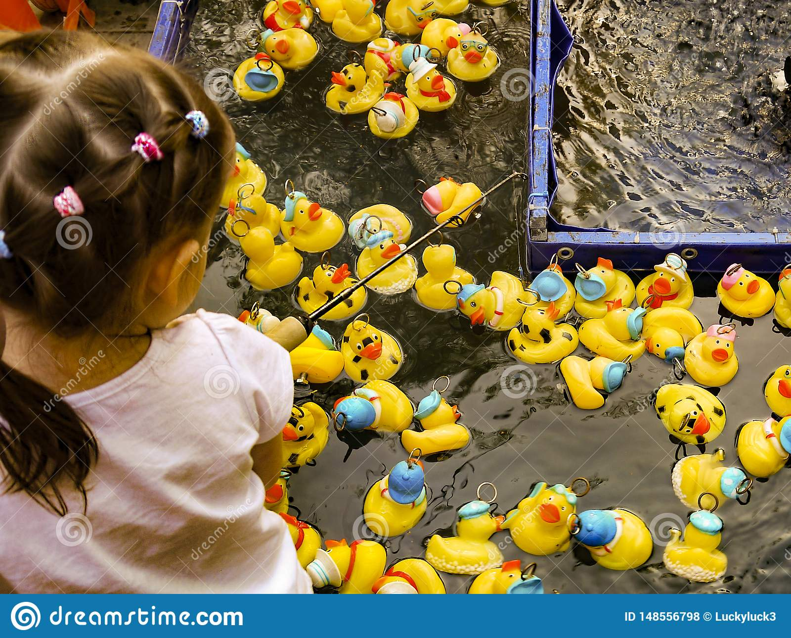 Kinderspiele ein selbst gemachtes Entenjagdspiel