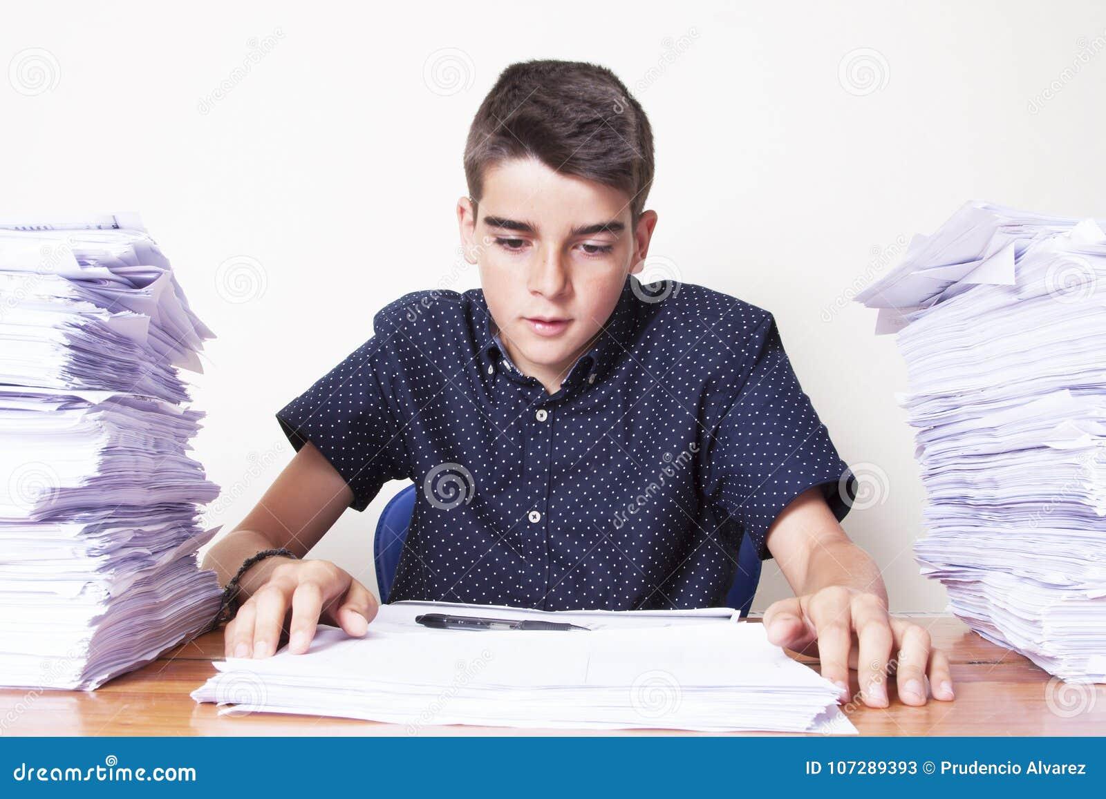 Kindstudent op het bureau